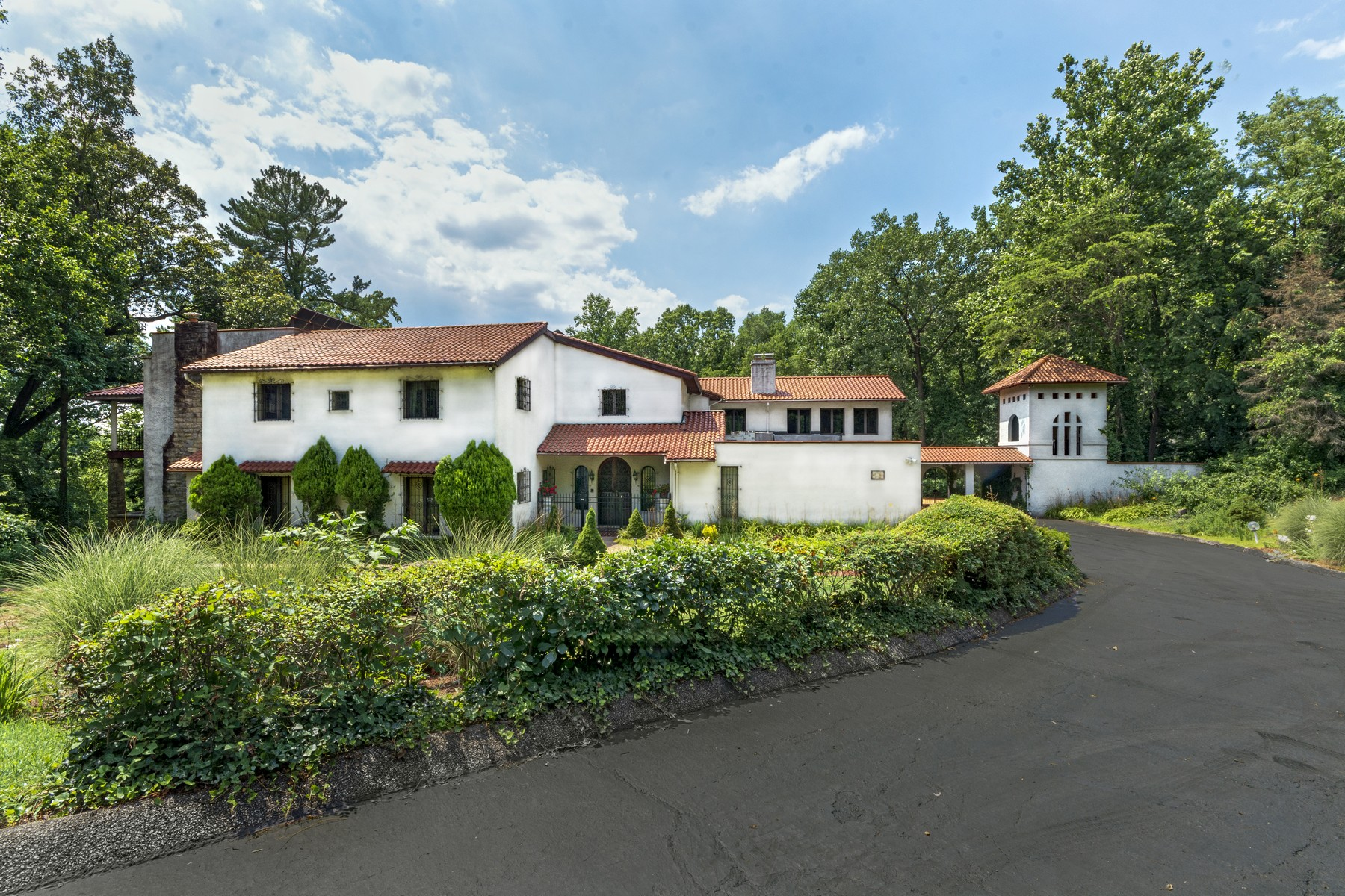 Single Family Homes vì Bán tại 9,000 square foot Tuscan Villa blends the Beauty of Nature with Living Space 7 Barranco Court, Towson, Maryland 21204 Hoa Kỳ