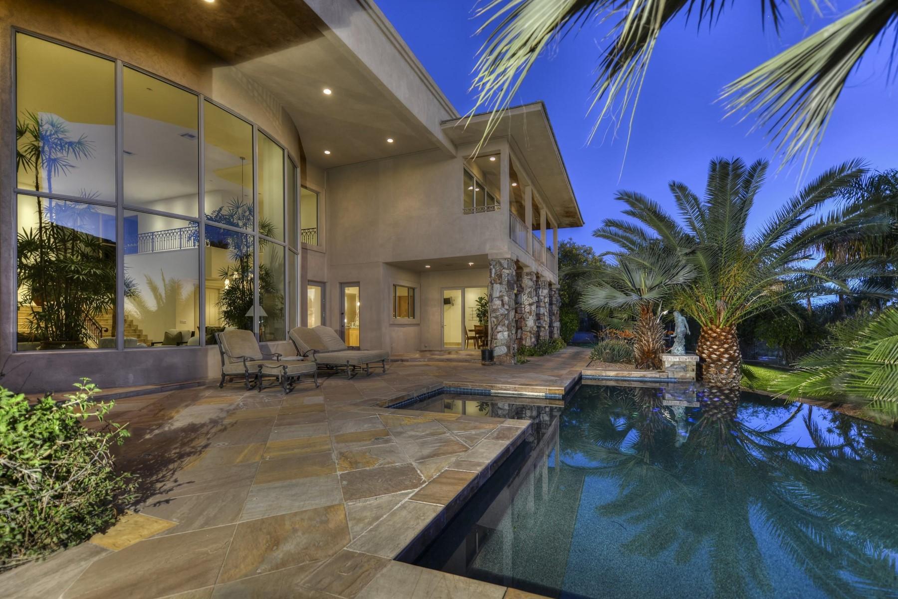 Maison unifamiliale pour l Vente à Stunning gated home with spectacular views 6038 N 44th St Paradise Valley, Arizona, 85253 États-Unis