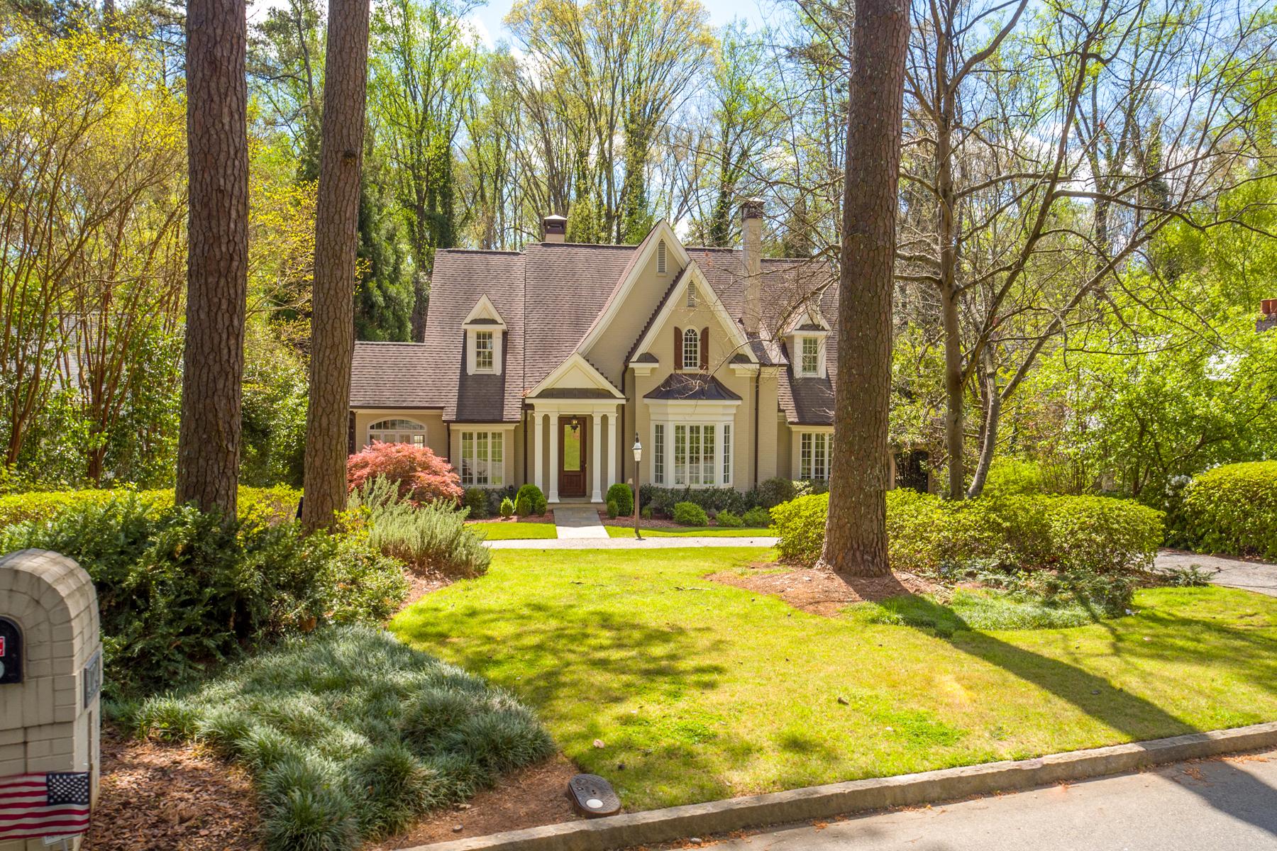 Casa Unifamiliar por un Venta en Gorgeous Home In Ideal Brookhaven Location 4124 Club Drive Brookhaven, Atlanta, Georgia, 30319 Estados Unidos