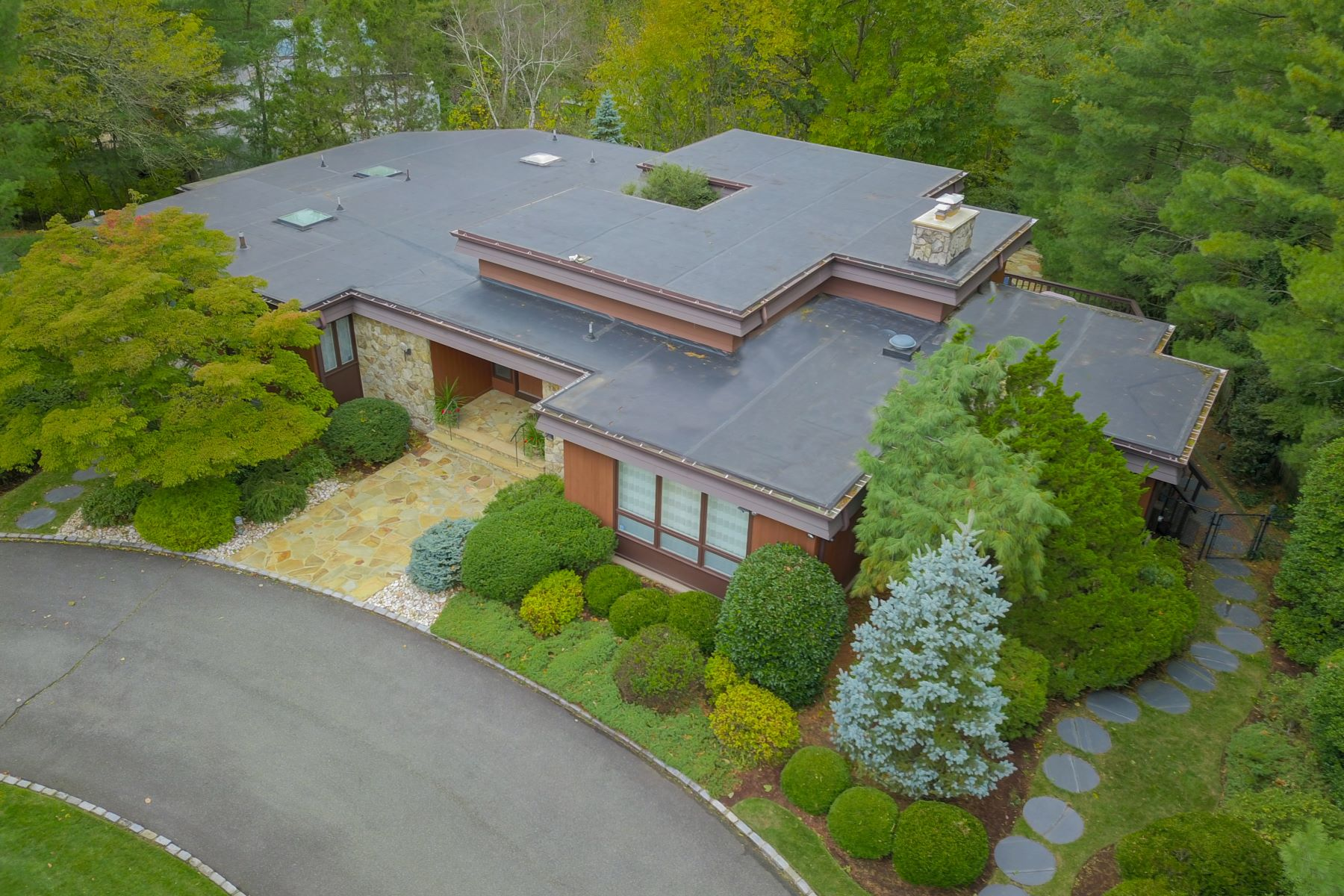 Single Family Homes for Sale at Mid-Century Modern Ranch 21 Watchung Road, Short Hills, New Jersey 07078 United States