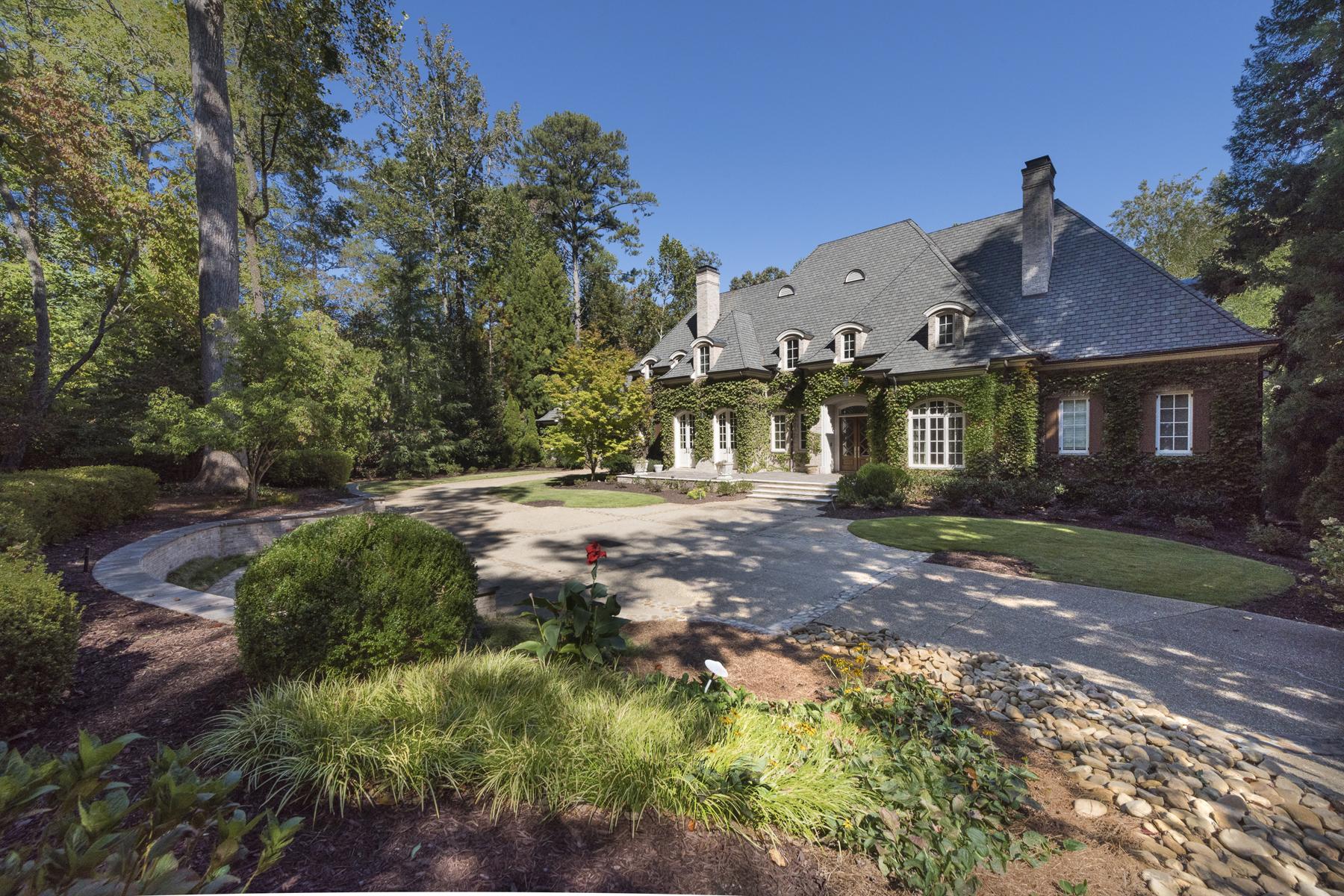 Maison unifamiliale pour l Vente à Gorgeous Gated Estate Property With Separate Large Guest House 714 W Conway Drive NW Buckhead, Atlanta, Georgia, 30327 États-Unis