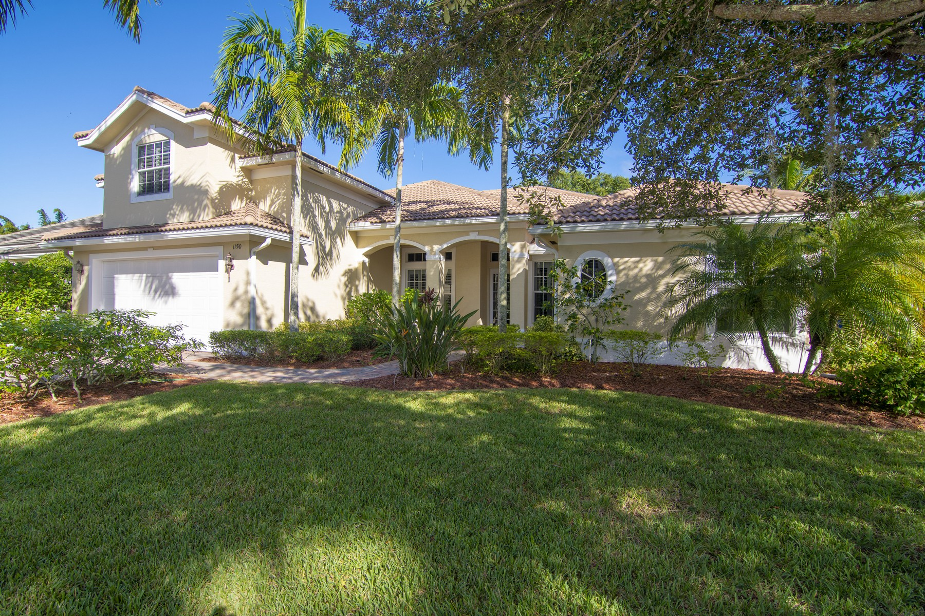 Single Family Homes for Sale at Beautifully Appointed Four Bedroom Pool Home 1150 Buckhead Drive SW Vero Beach, Florida 32968 United States