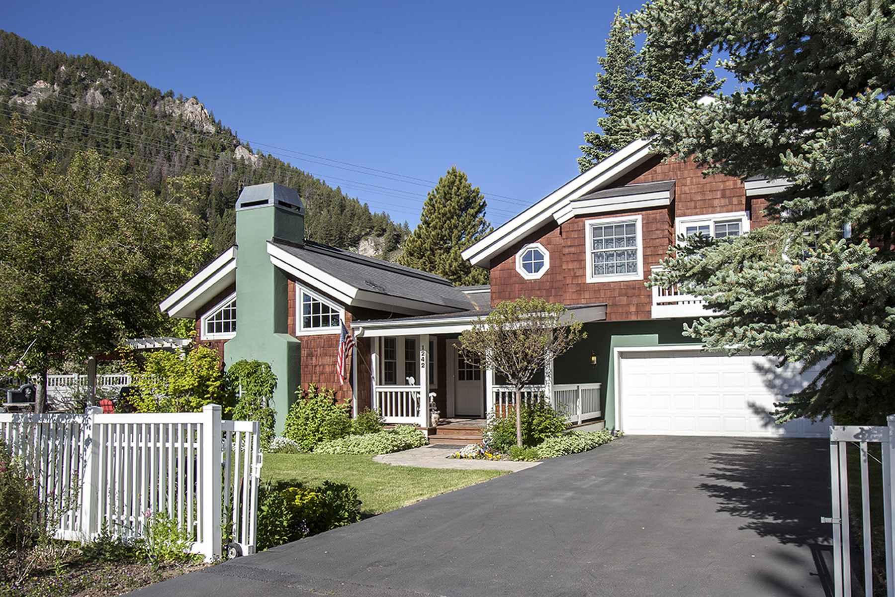 Single Family Homes für Verkauf beim Warm Springs Luxury Cape-Cod Style 1242 West Canyon Run Blvd, Ketchum, Idaho 83340 Vereinigte Staaten