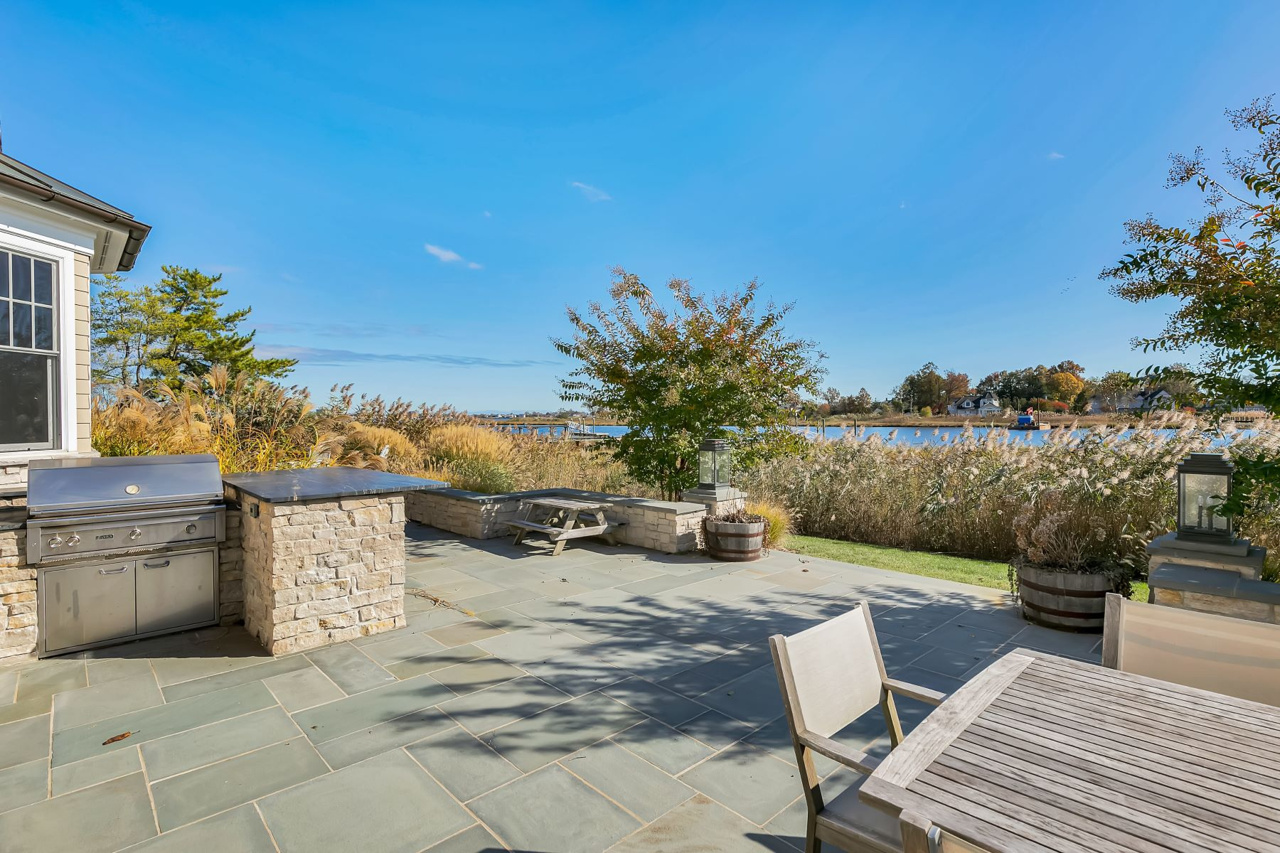 Additional photo for property listing at Magnificent Waterfront Shore Colonial 530 Little Silver Point Road, 小银镇, 新泽西州 07739 美国