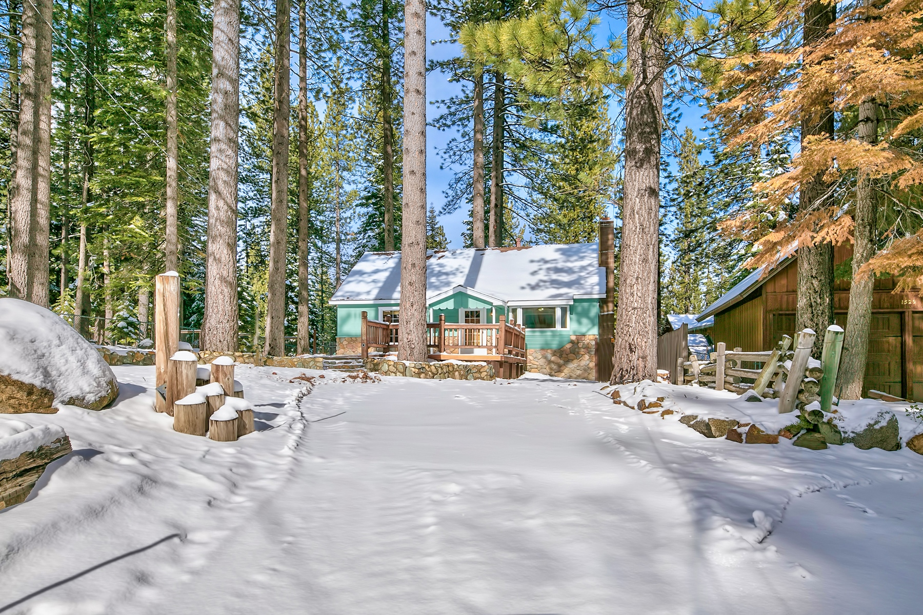 واحد منزل الأسرة للـ Sale في 1523 Plumas Circle, South Lake Tahoe, CA South Lake Tahoe, California, 96150 Lake Tahoe, United States