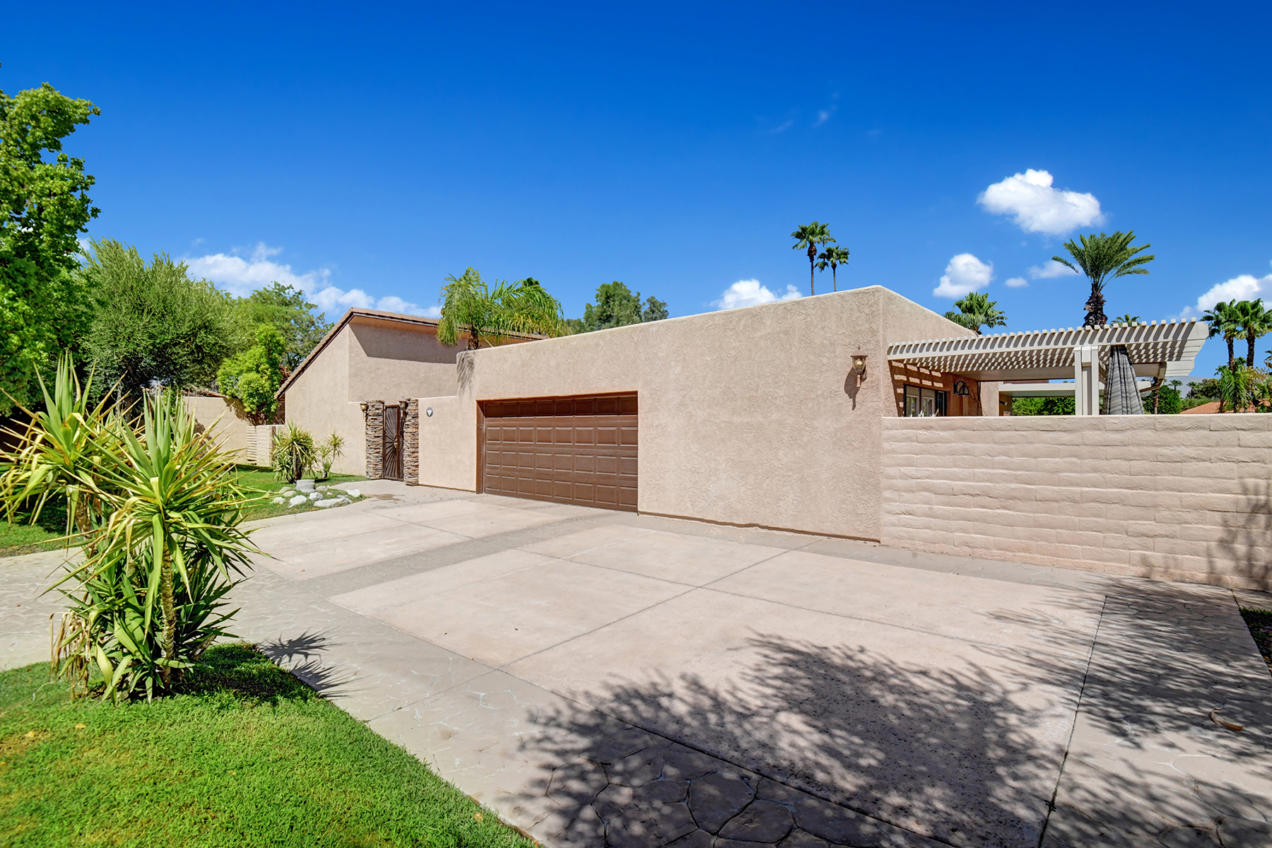 Single Family Homes for Sale at 79480 Fred Waring Drive Bermuda Dunes, California 92203 United States