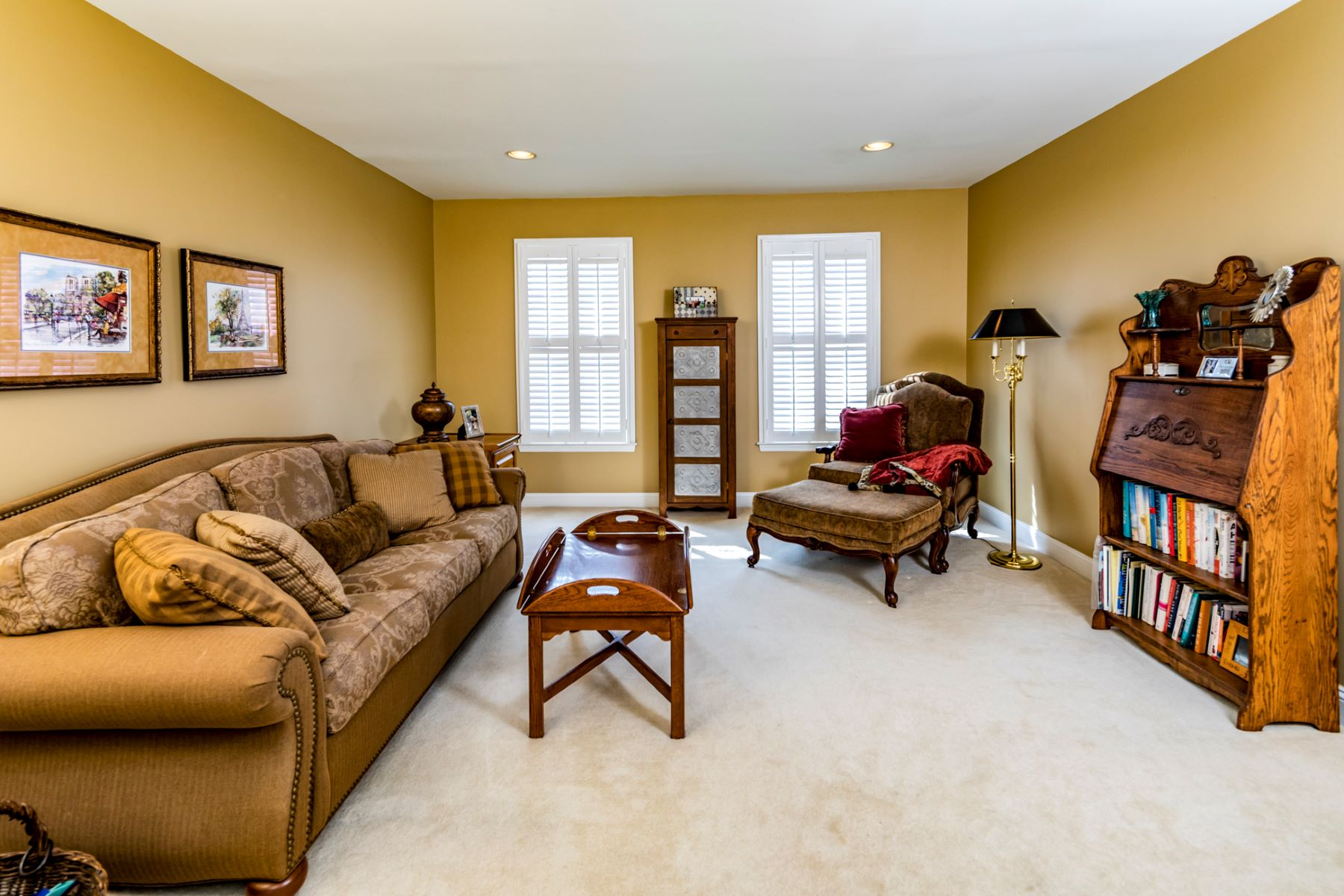 Additional photo for property listing at Updates In All The Right Places 37 Vanderveer Drive, Belle Mead, New Jersey 08502 United States