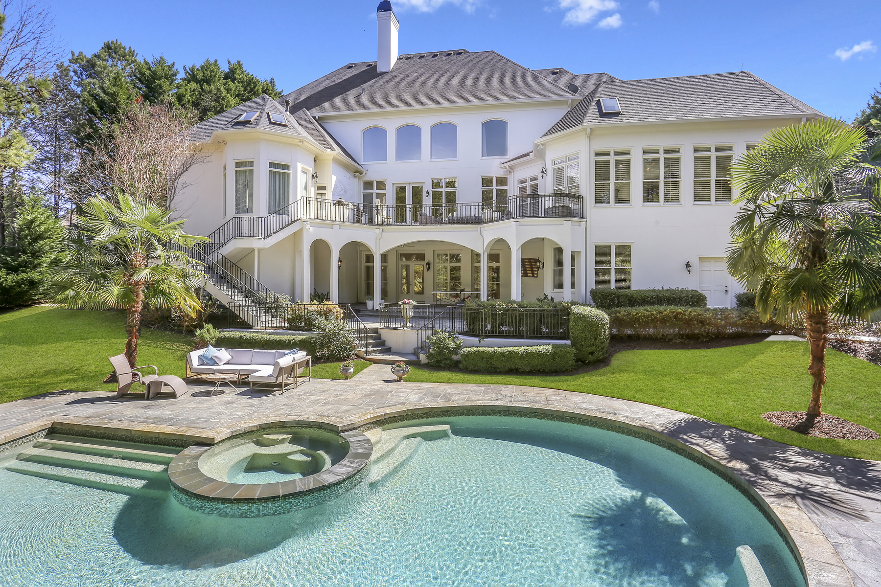 Single Family Homes per Vendita alle ore Exceptional Fully Renovated Masterpiece In Country Club Of The South 1015 Leadenhall Street, Johns Creek, Georgia 30022 Stati Uniti