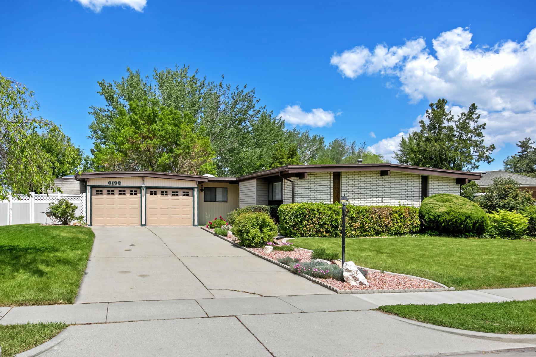 Einfamilienhaus für Verkauf beim Well Loved Retro 70's Rambler 6192 Rodeo Ln Salt Lake City, Utah, 84121 Vereinigte Staaten