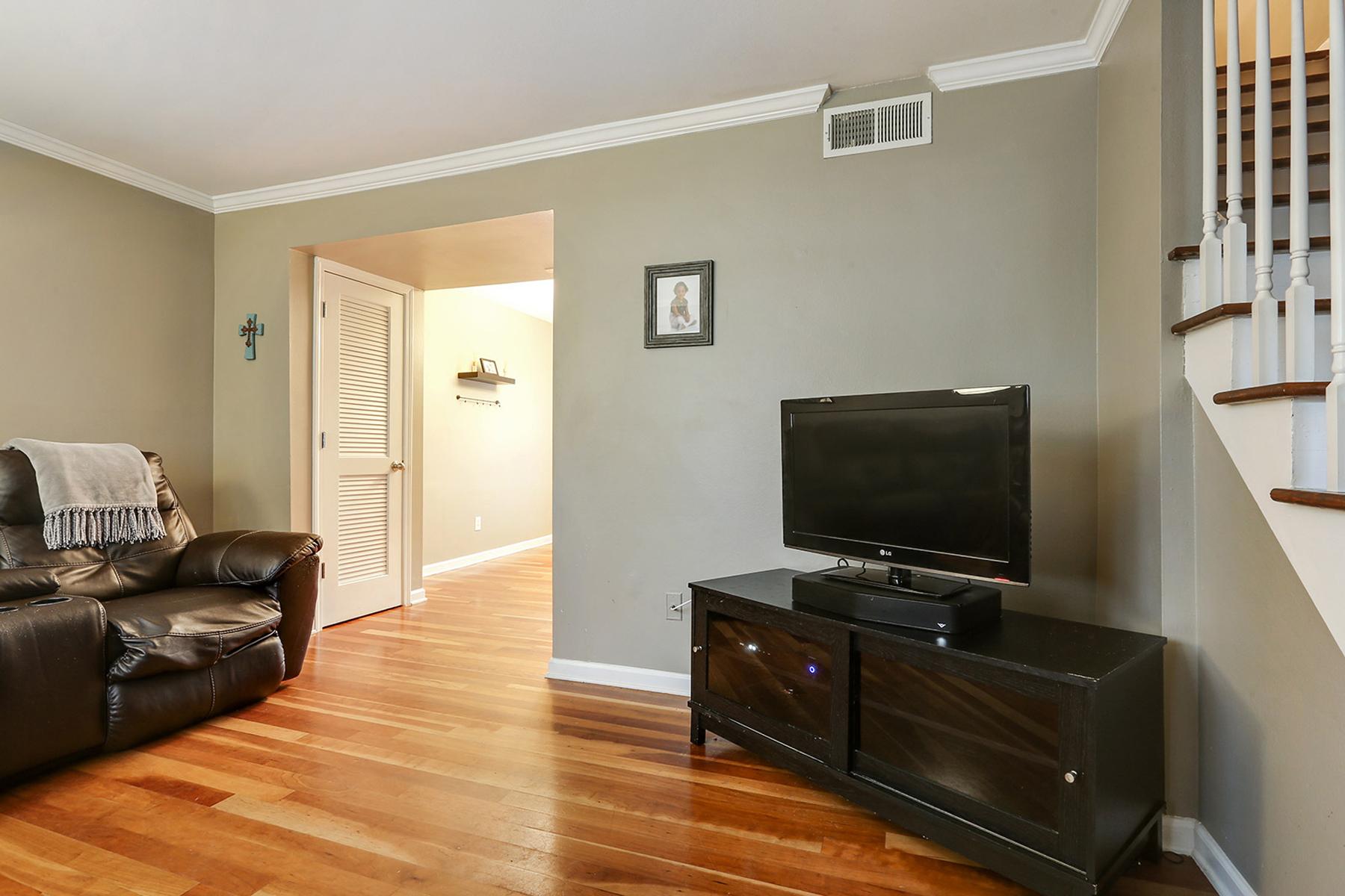 タウンハウス のために 売買 アット Superb Townhome In Highly Sought After Gated Community Of Sandy Springs 6940 Roswell Road Unit 23C Atlanta, ジョージア, 30328 アメリカ合衆国