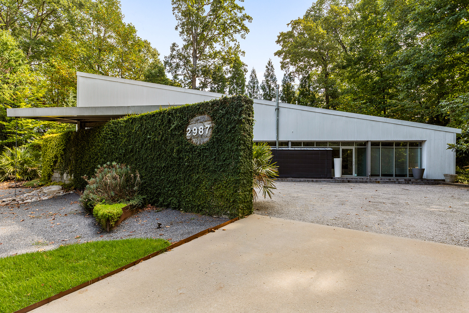 Single Family Homes для того Продажа на Cutting Edge Architecture Mixed With Natural Elements 2987 Northside Drive NW, Atlanta, Джорджия 30305 Соединенные Штаты