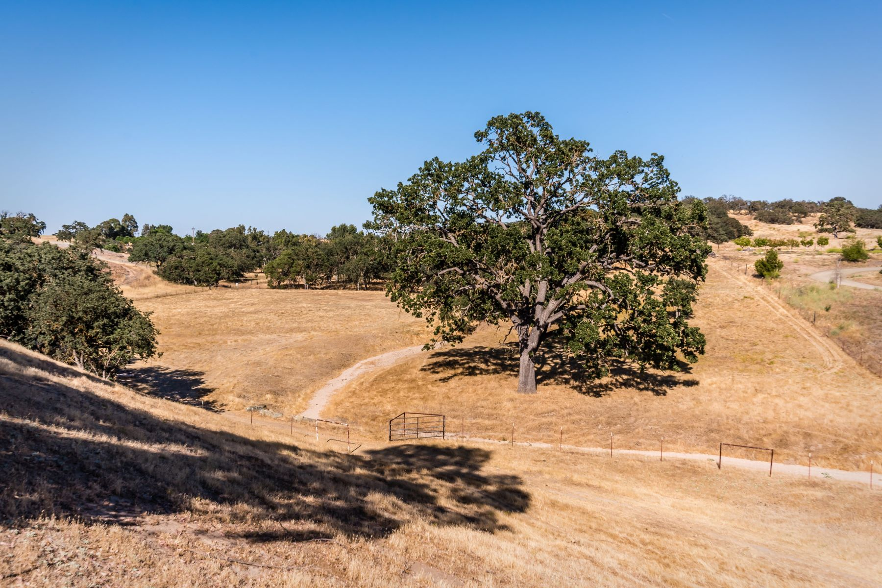 "獨棟家庭住宅 為 出售 在 Outstanding Location in the ""Path of Growth"" 3720 Airport Road Paso Robles, 加利福尼亞州 93446 美國"