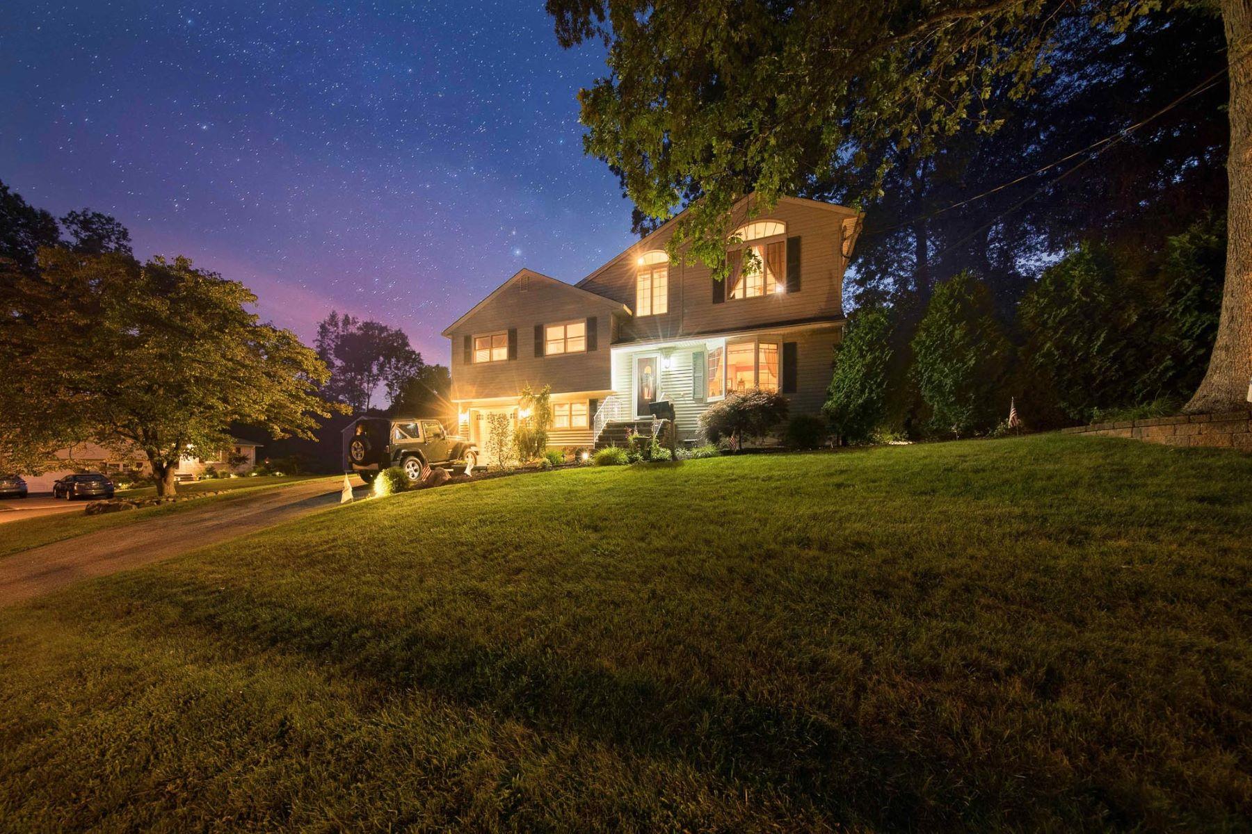 Частный односемейный дом для того Продажа на Beautiful Home 2 Hemlock St, Montvale, Нью-Джерси, 07645 Соединенные Штаты