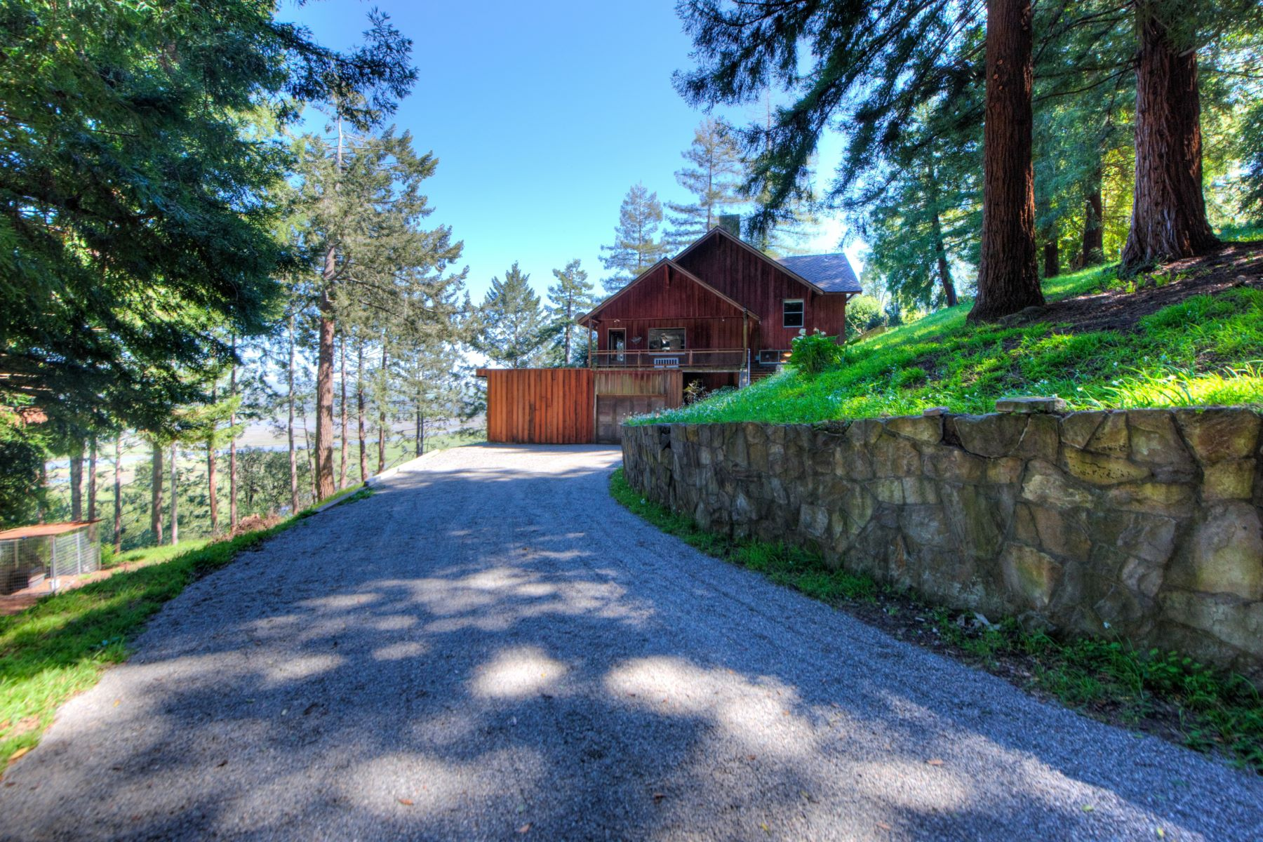 Maison unifamiliale pour l Vente à Vintage Inverness Home on 1.49 Acres, Stunning Water Views 15 Drakes View Drive Inverness, Californie 94937 États-Unis