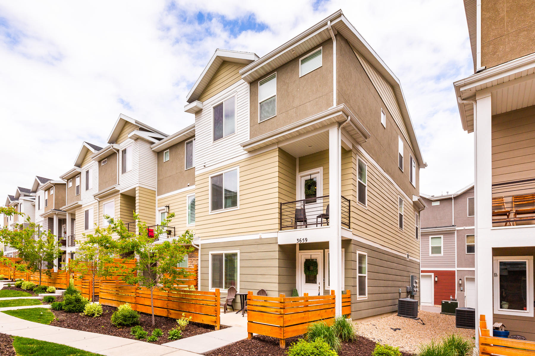 townhouses 용 매매 에 Entertainer's Dream in a Highly Desired Area in South Jordan 3659 W Golden Sky Ln South Jordan, 유타 84009 미국