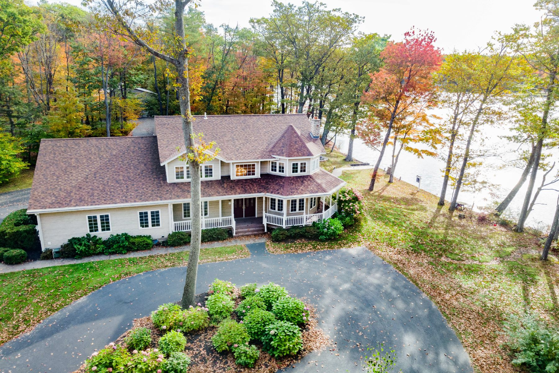 Single Family Homes 為 出售 在 Own an Island 8287 Mariaville Rd, Pattersonville, 纽约 12137 美國