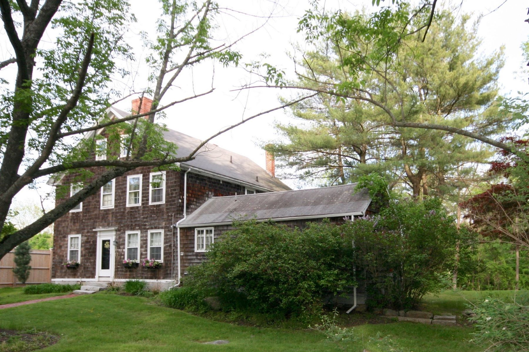 Vivienda unifamiliar por un Venta en Abundant sunlight & charm 63 Cambridge Turnpike Lincoln, Massachusetts, 01773 Estados Unidos