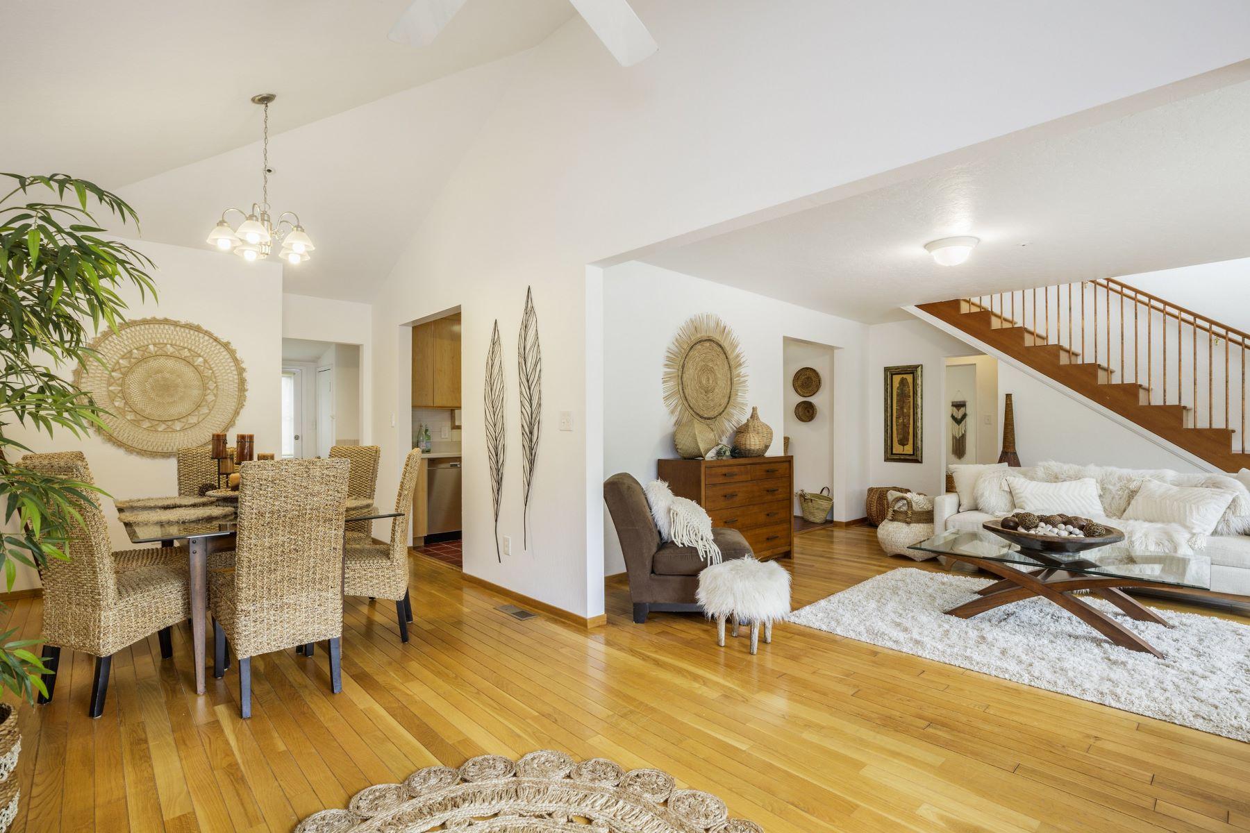 獨棟家庭住宅 為 出售 在 Cozy Mill Valley Home with a Separate In-Law! 53 Bayview Terrace Mill Valley, 加利福尼亞州, 94941 美國