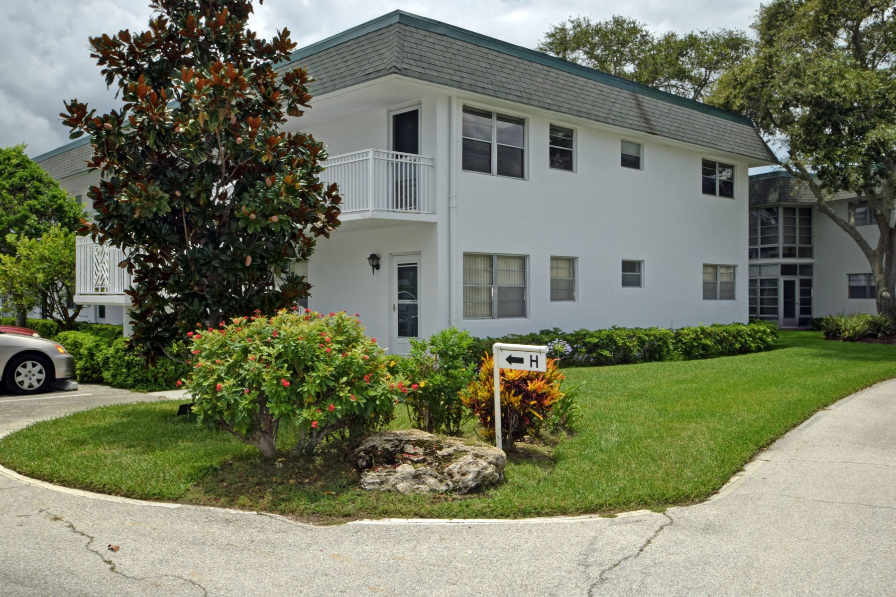 Condominium for Sale at Love It Yourself Or Keep the Tenant 2800 Indian River Blvd #H6 Vero Beach, Florida, 32960 United States