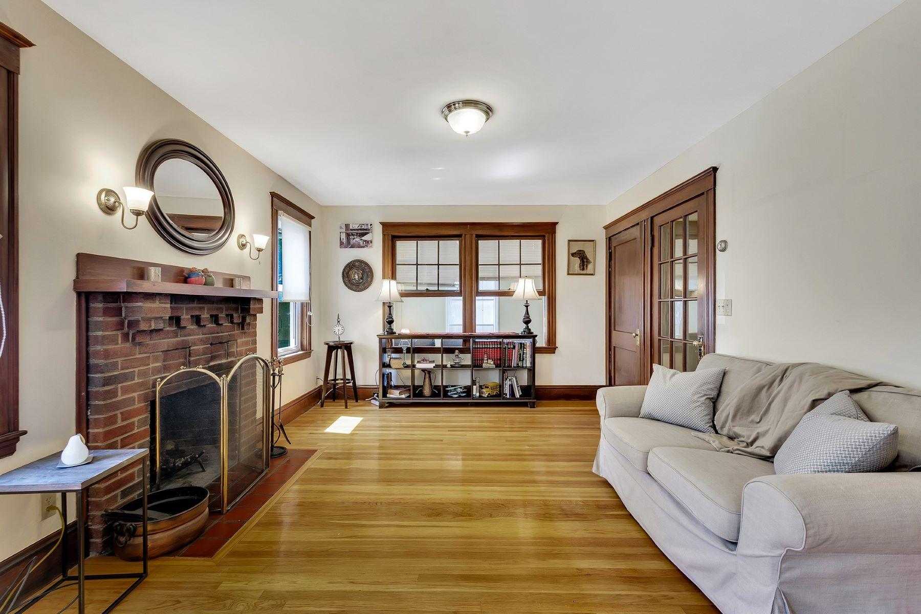 Other Residential Homes 为 销售 在 15 Bartlett Ave 15, 贝尔蒙, 马萨诸塞州 02478 美国