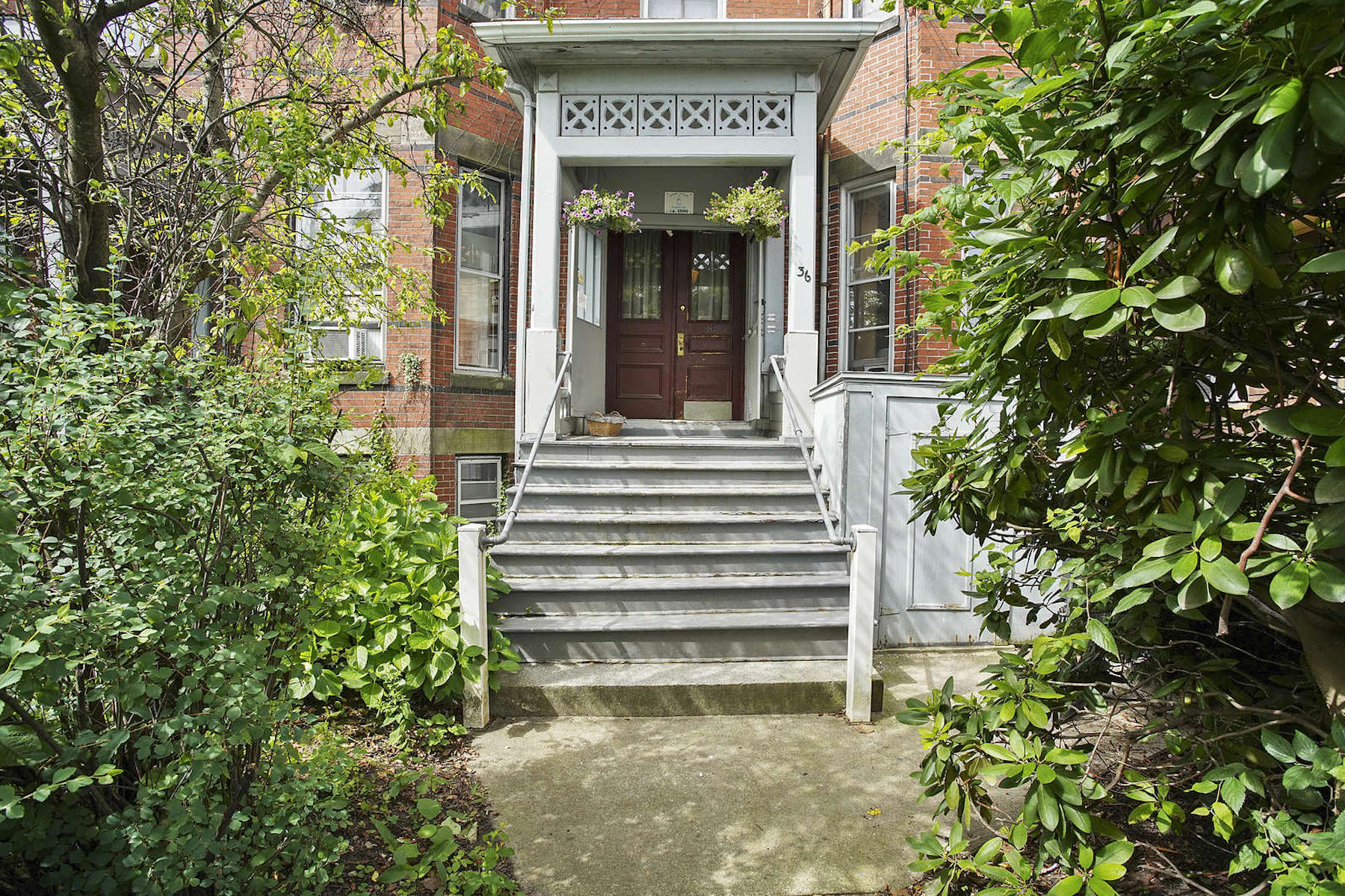 Multi-Family Homes 용 매매 에 36 Beacon Street Somerville, 매사추세츠 02143 미국