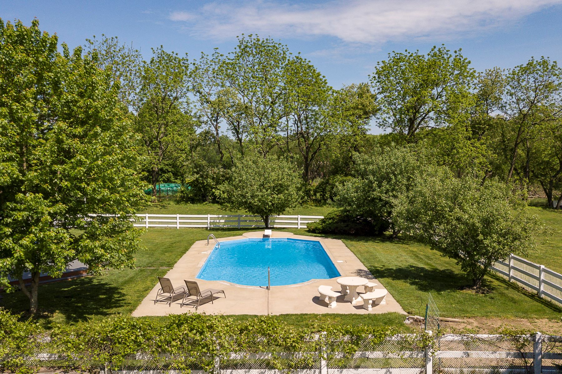 Additional photo for property listing at Well-Designed and Solidly Built on 3+ Acres 17 Aqua Terrace, Hamilton, New Jersey 08620 États-Unis