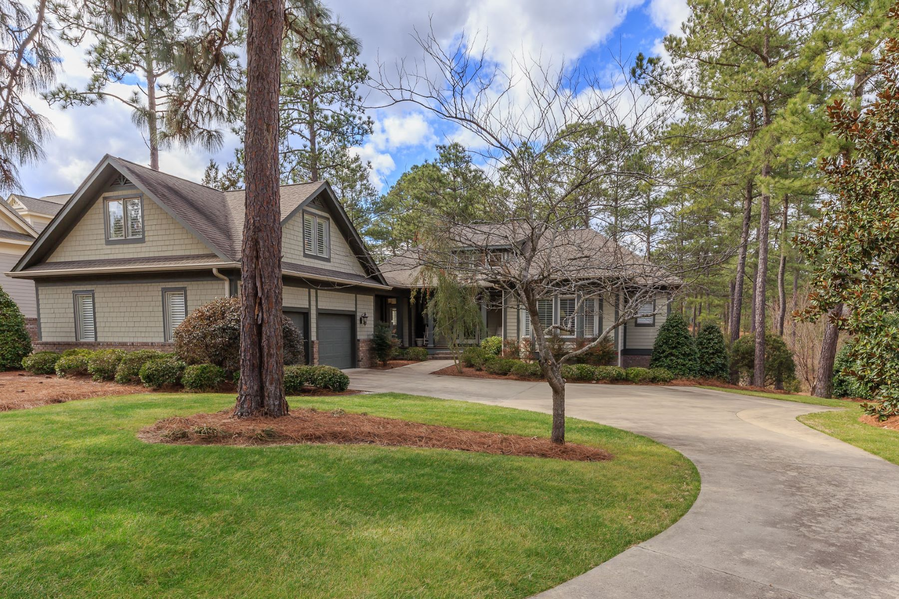 Single Family Homes for Active at Sophisticated Golf Cottage in Forest Creek 422 Meyer Farm Dr. Pinehurst, North Carolina 28374 United States
