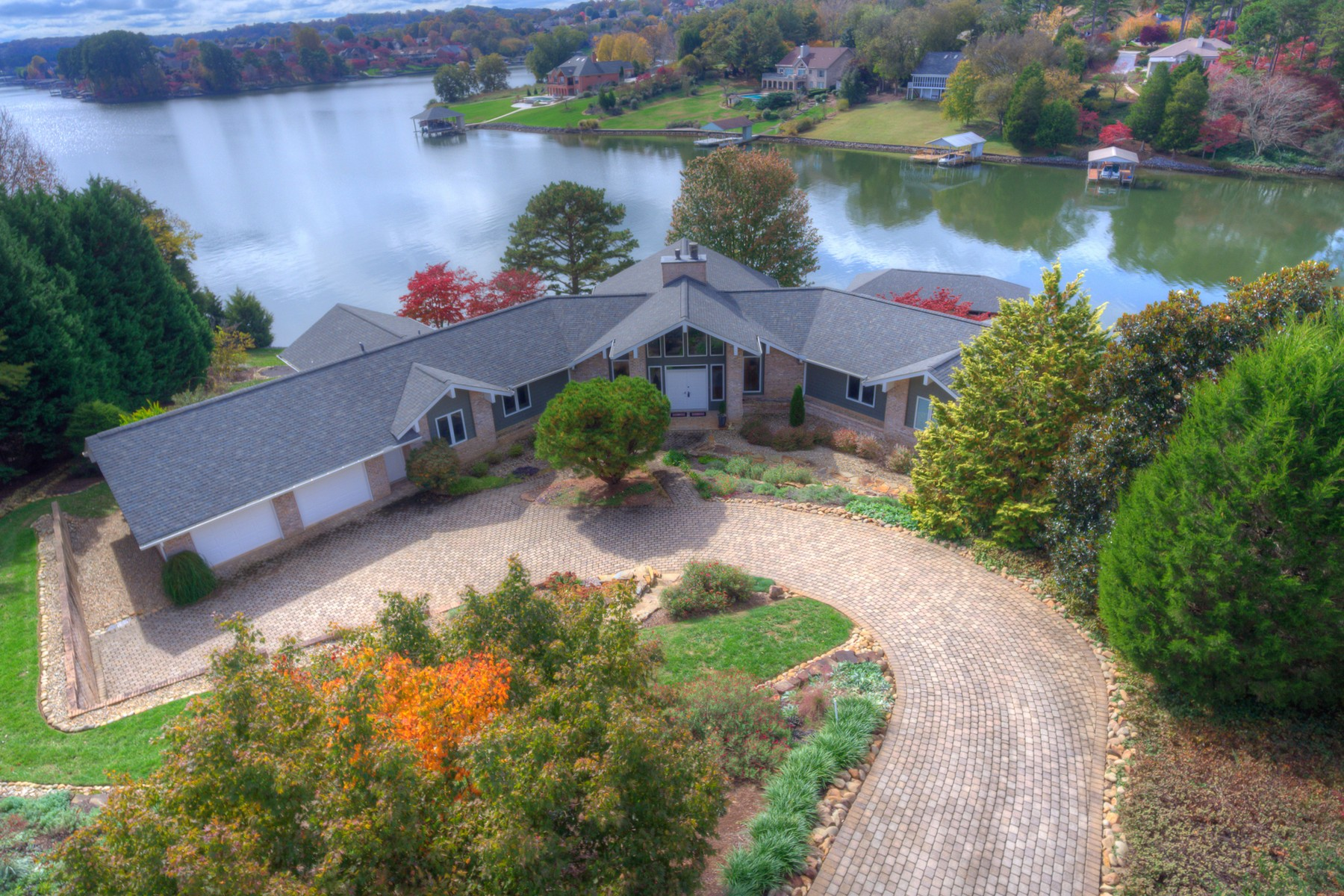 Single Family Home for Sale at Lakefront Contemporary 232 Tecumseh Way Loudon, Tennessee 37774 United States