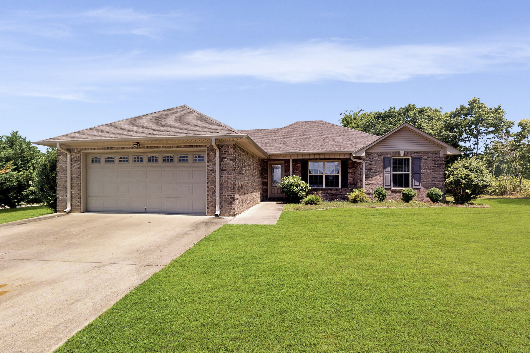 Single Family Home for Active at 24147 Jacobs Drive Athens, Alabama 35613 United States