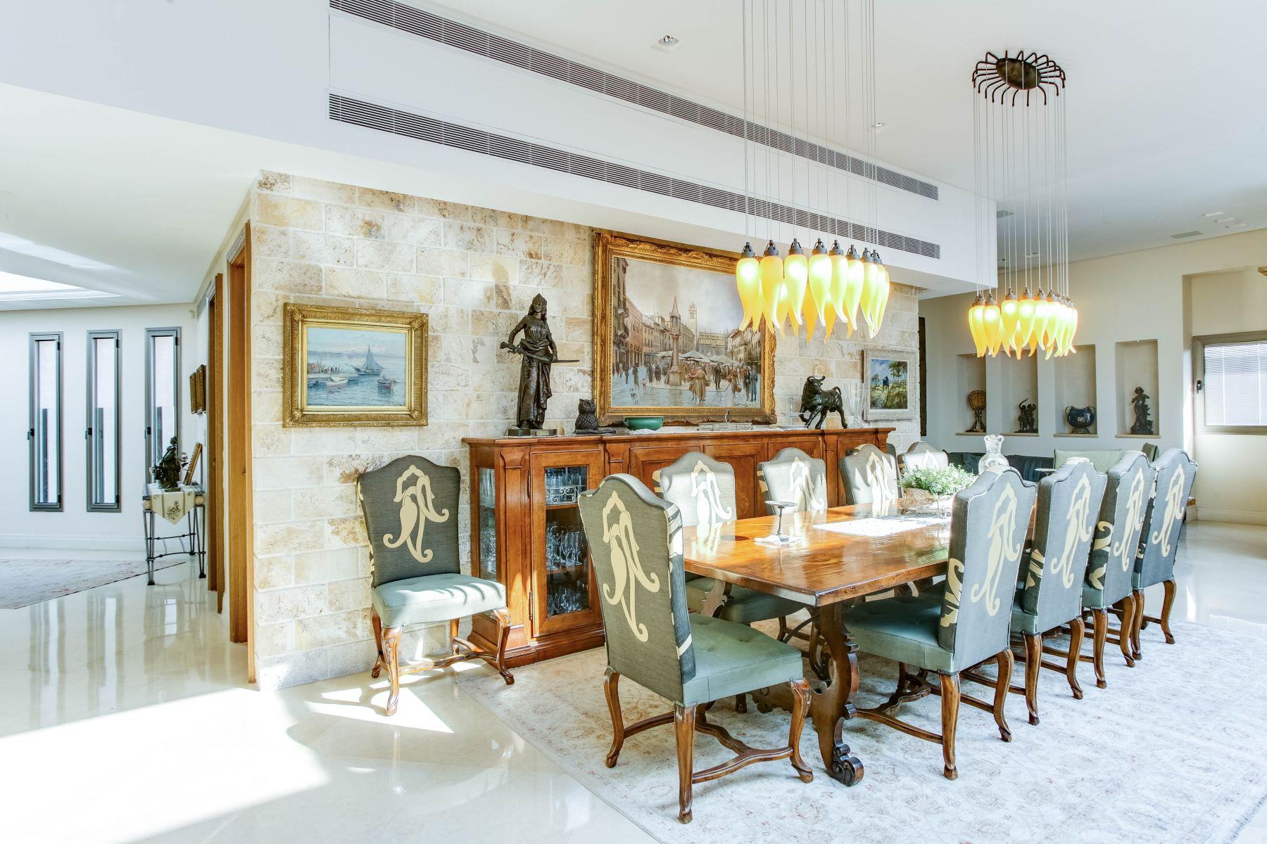 Wohnung für Verkauf beim Marvelous Full Floor Penthouse Ramat Hasharon, Israel Israel