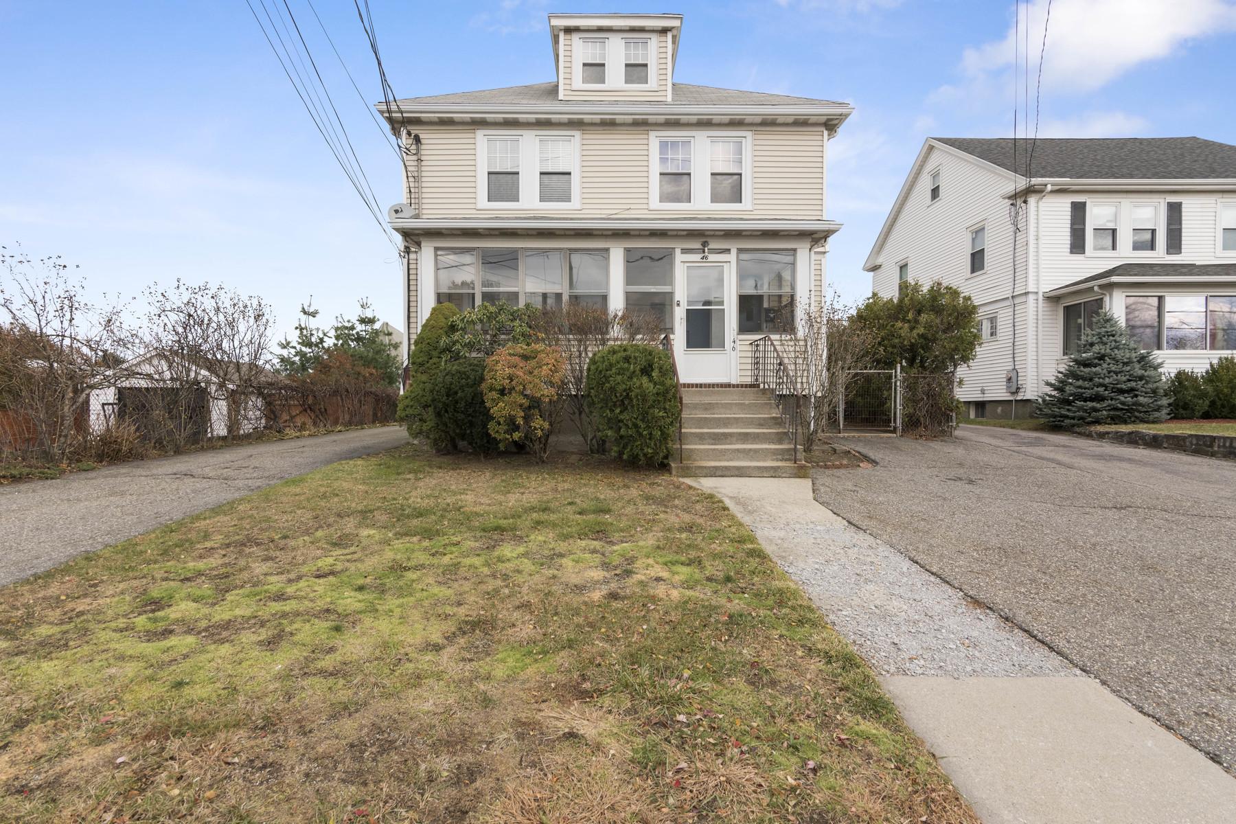Apartamentos multi-familiares para Venda às Prime investment or owner-occupied two family 46 Bridge St, Newton, Massachusetts, 02458 Estados Unidos
