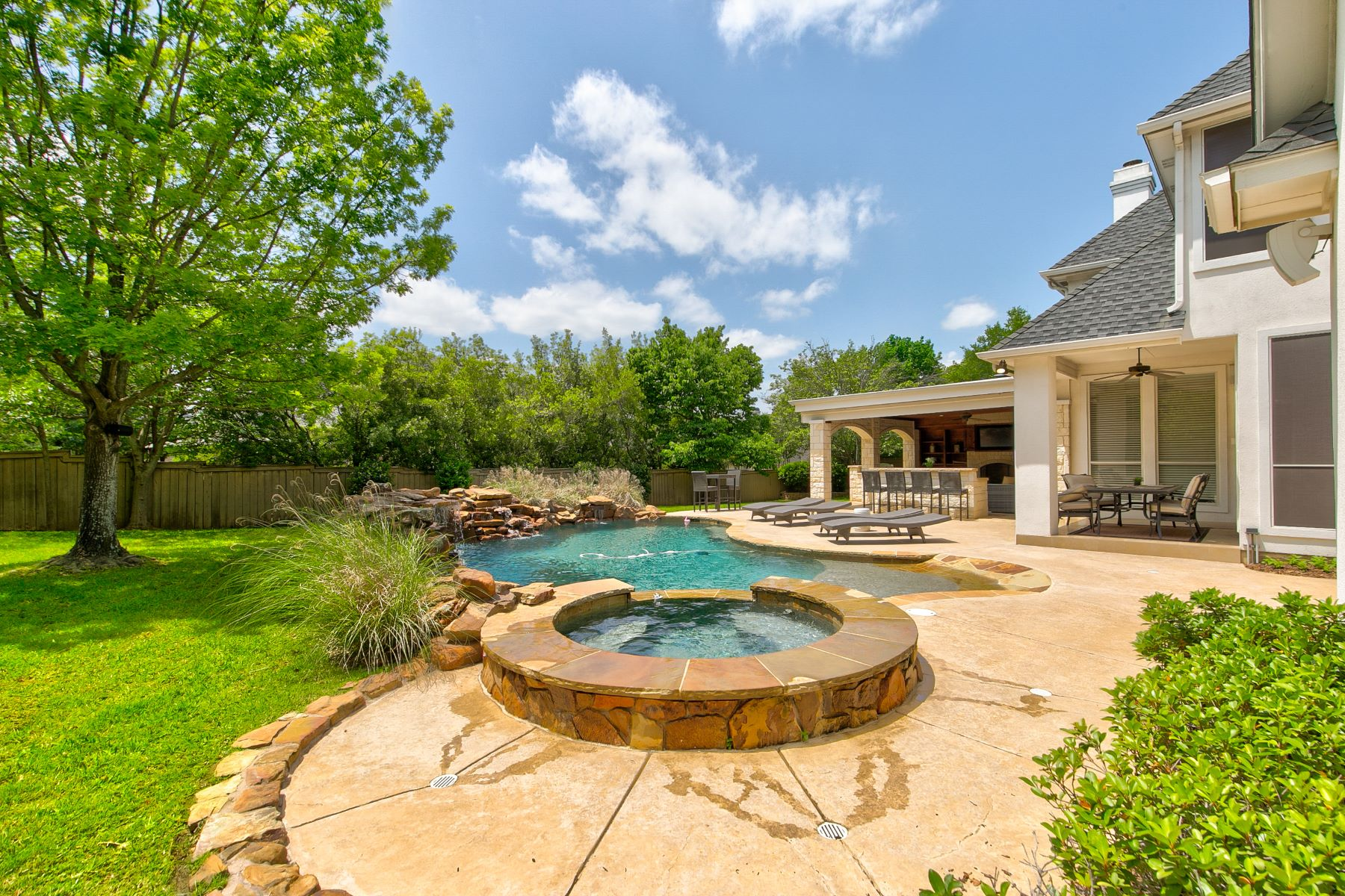 Single Family Homes for Sale at Outdoor Living Area of Your Dreams 605 Fairway View Terrace Southlake, Texas 76092 United States