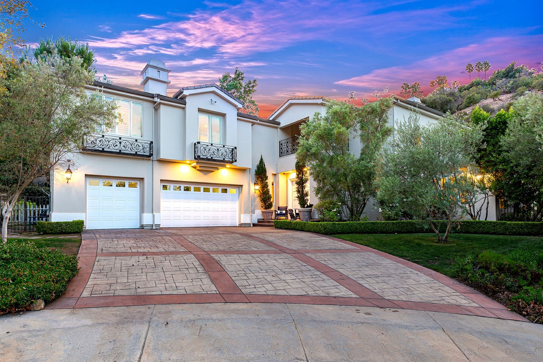 Single Family Homes for Sale at 3679 Benedict Canyon Lane Sherman Oaks, California 91423 United States