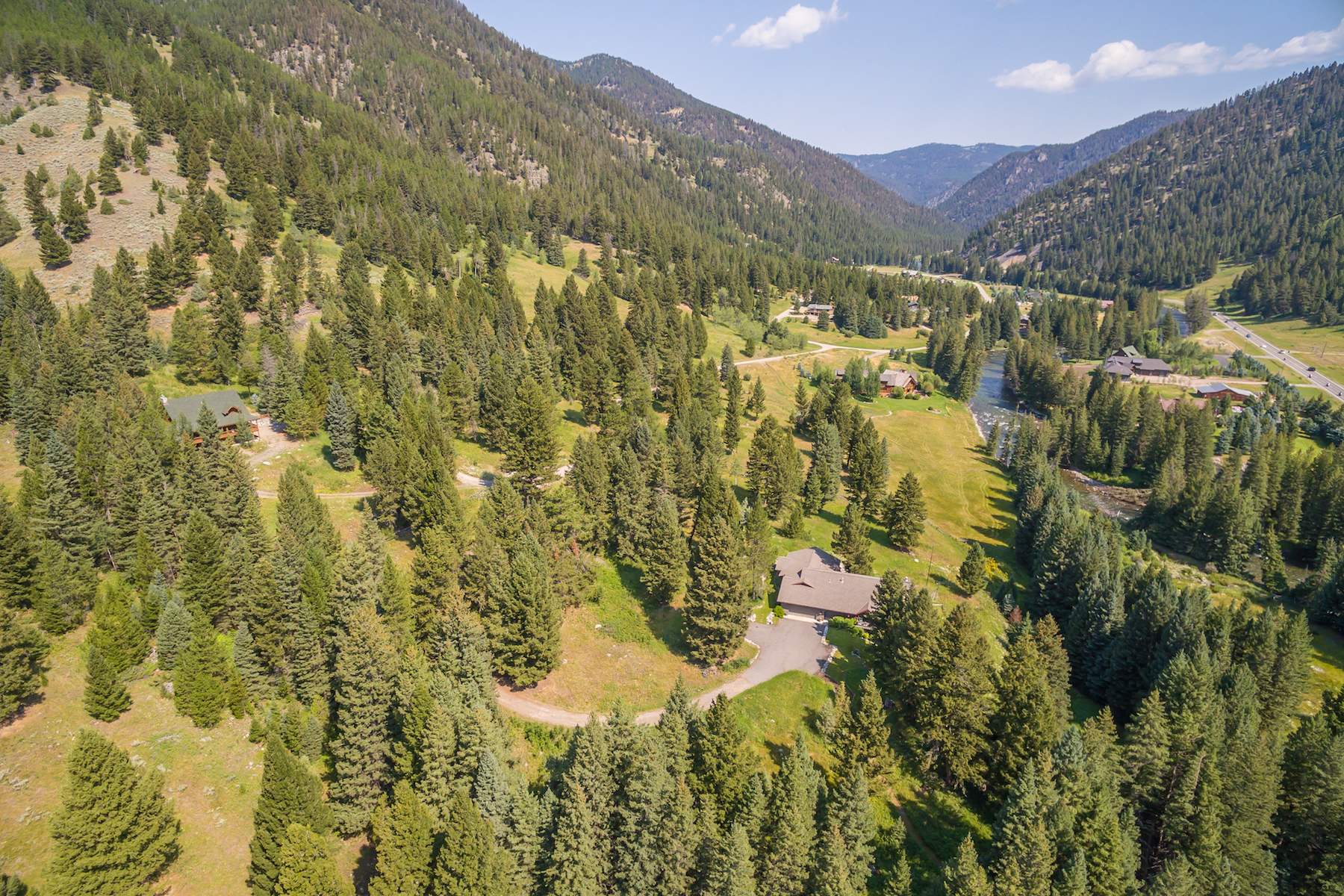 Casa Unifamiliar por un Venta en Karst Creek Home 270 Karst Creek Lane Big Sky, Montana, 59716 Estados Unidos