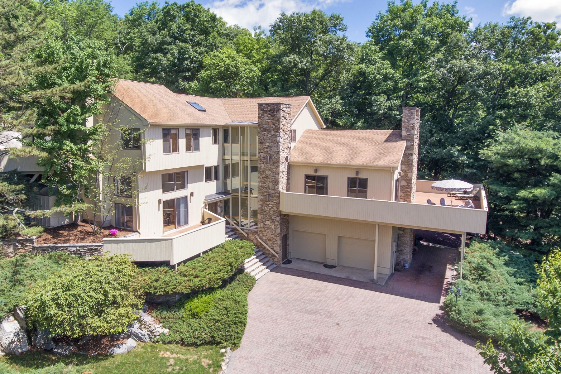 Single Family Homes for Sale at Spectacular Views 7 Eagle Rock Drive Boonton Township, New Jersey 07005 United States