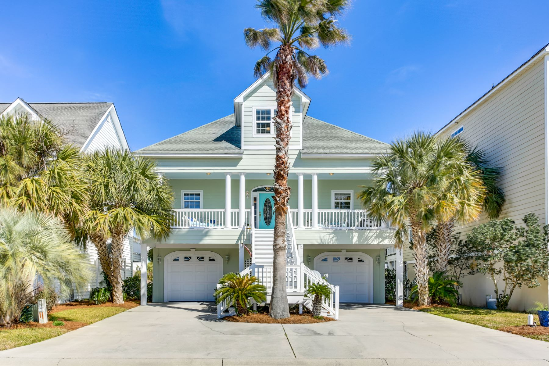 Single Family Homes للـ Sale في Captivating Waterfront Home 508 54th Avenue, North Myrtle Beach, South Carolina 29583 United States
