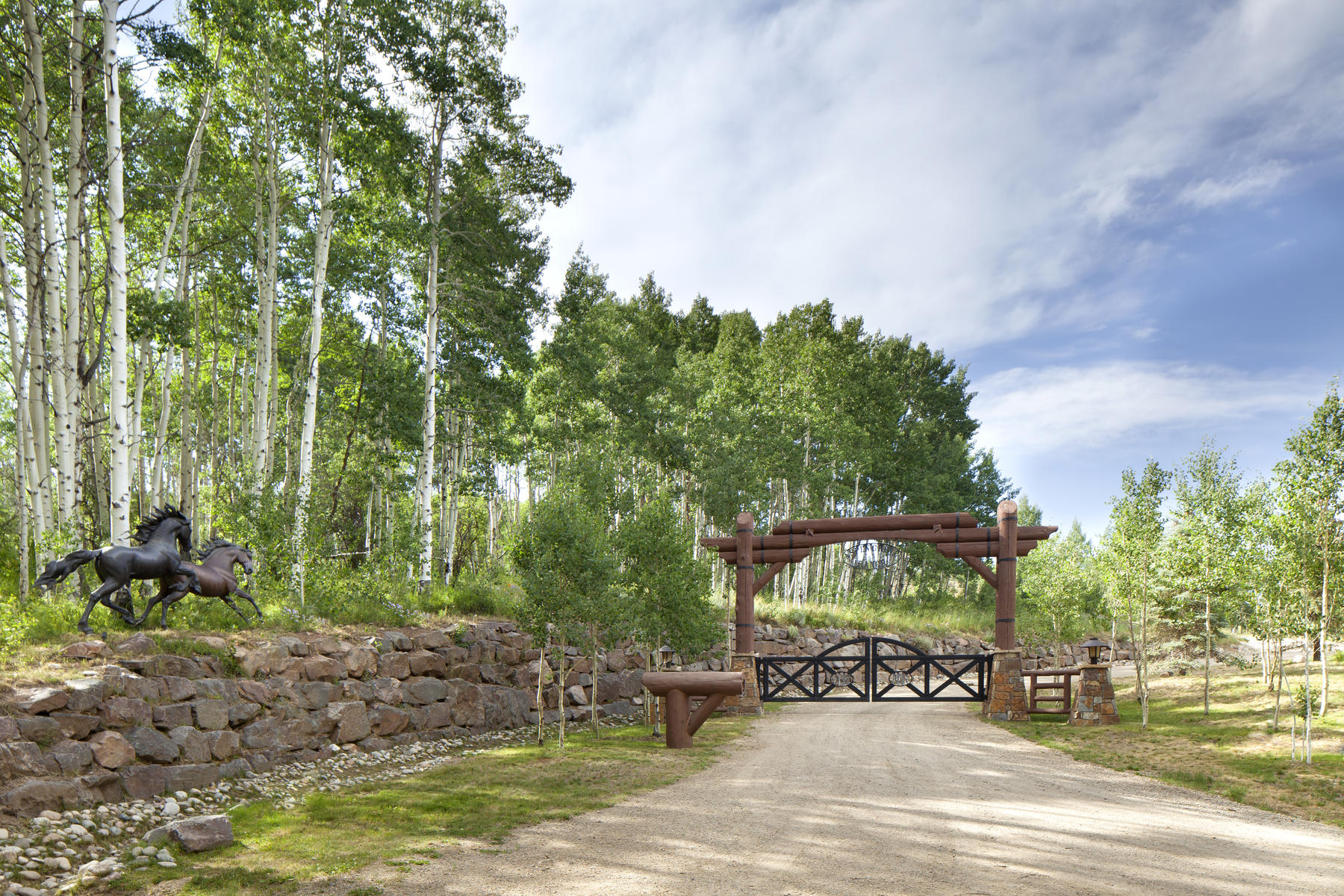 Additional photo for property listing at Aspen Grove Ranch 2010 GCR 14N Kremmling, Colorado 80459 Estados Unidos