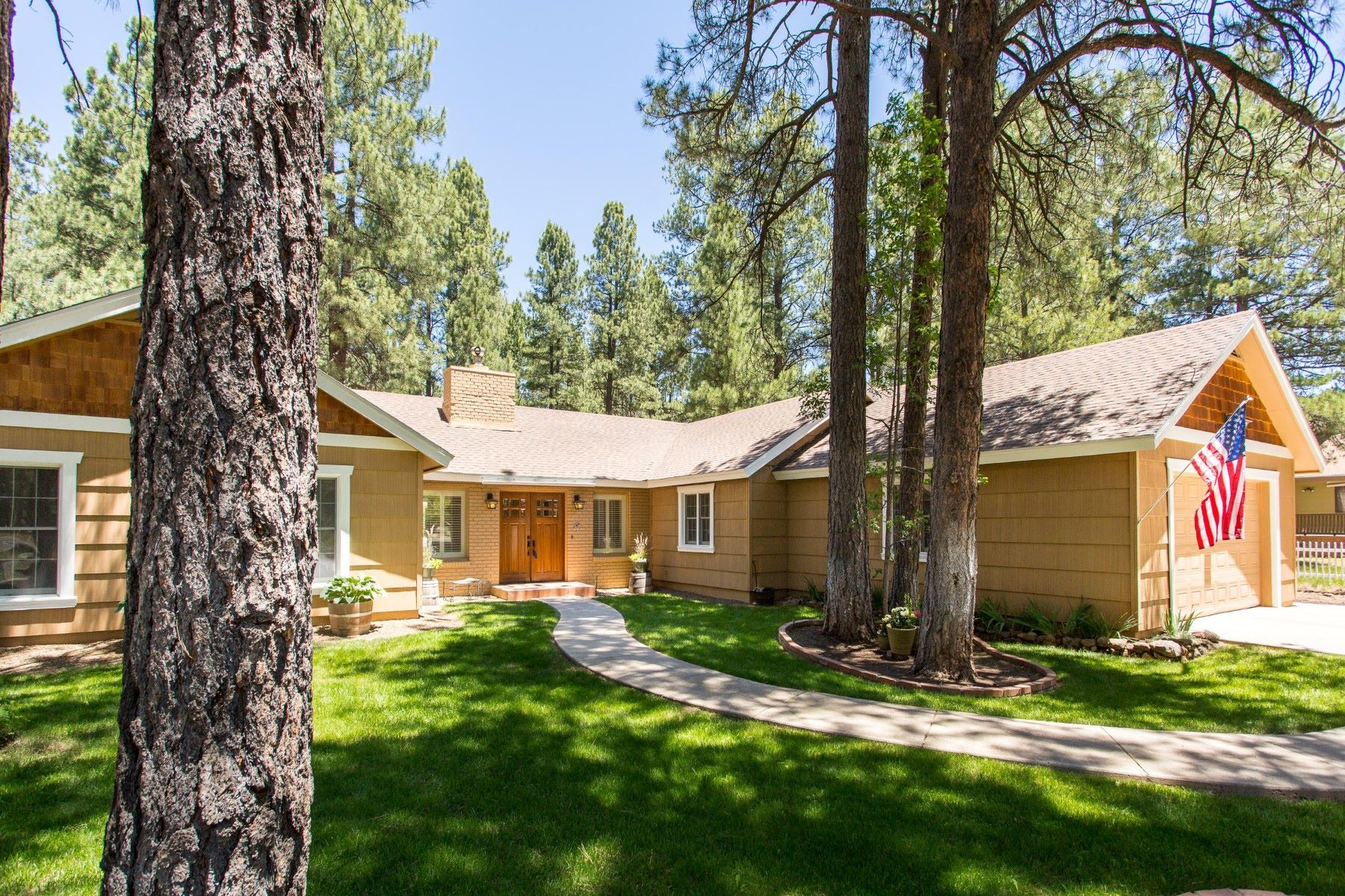 Single Family Home for Sale at Single level family home surrounded by mature Ponderosa Pines 1400 N Rockridge Rd Flagstaff, Arizona, 86001 United States