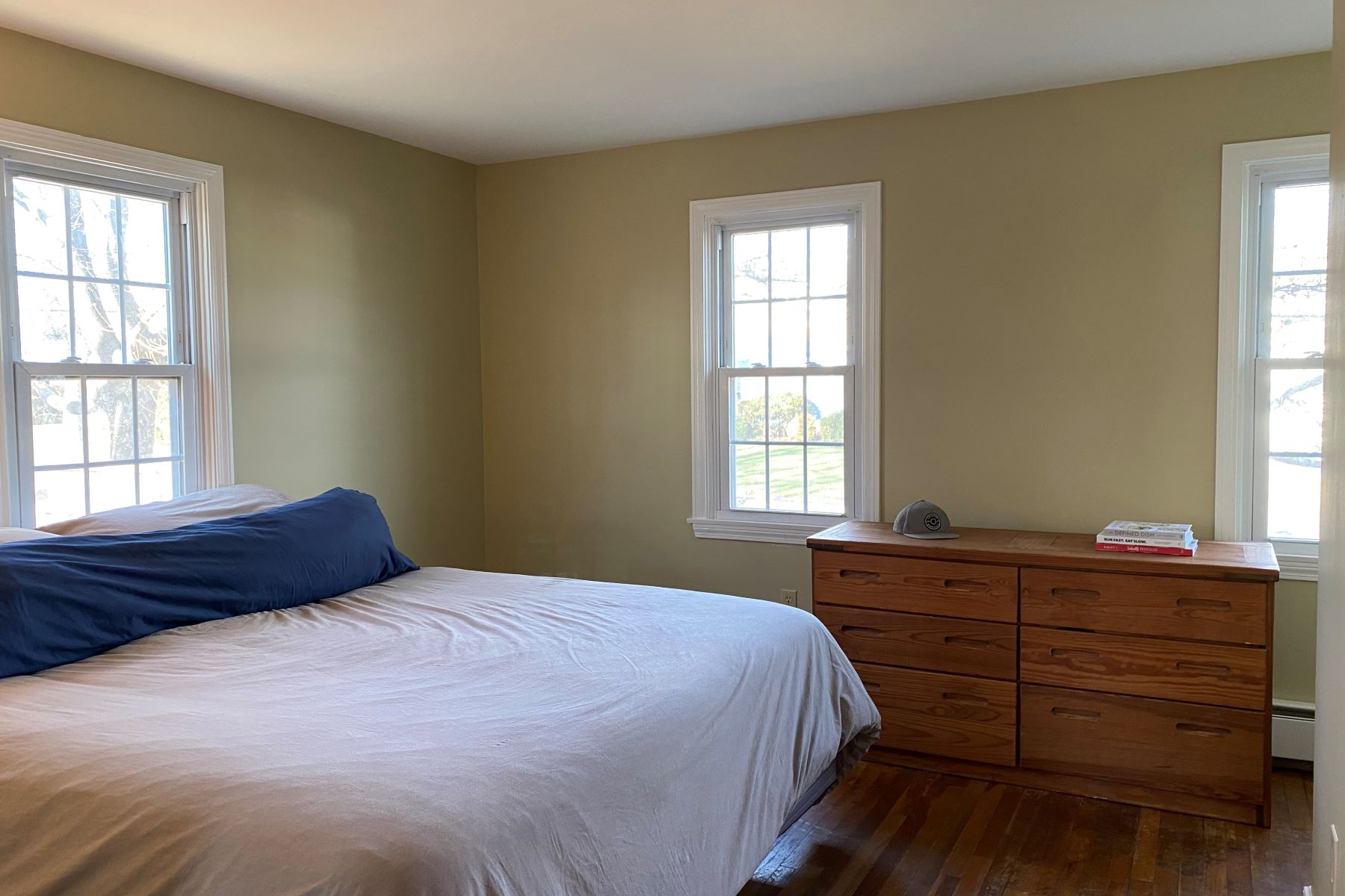 Additional photo for property listing at Sun-Filled Cape 20 Academy Avenue Bristol, Rhode Island 02809 United States