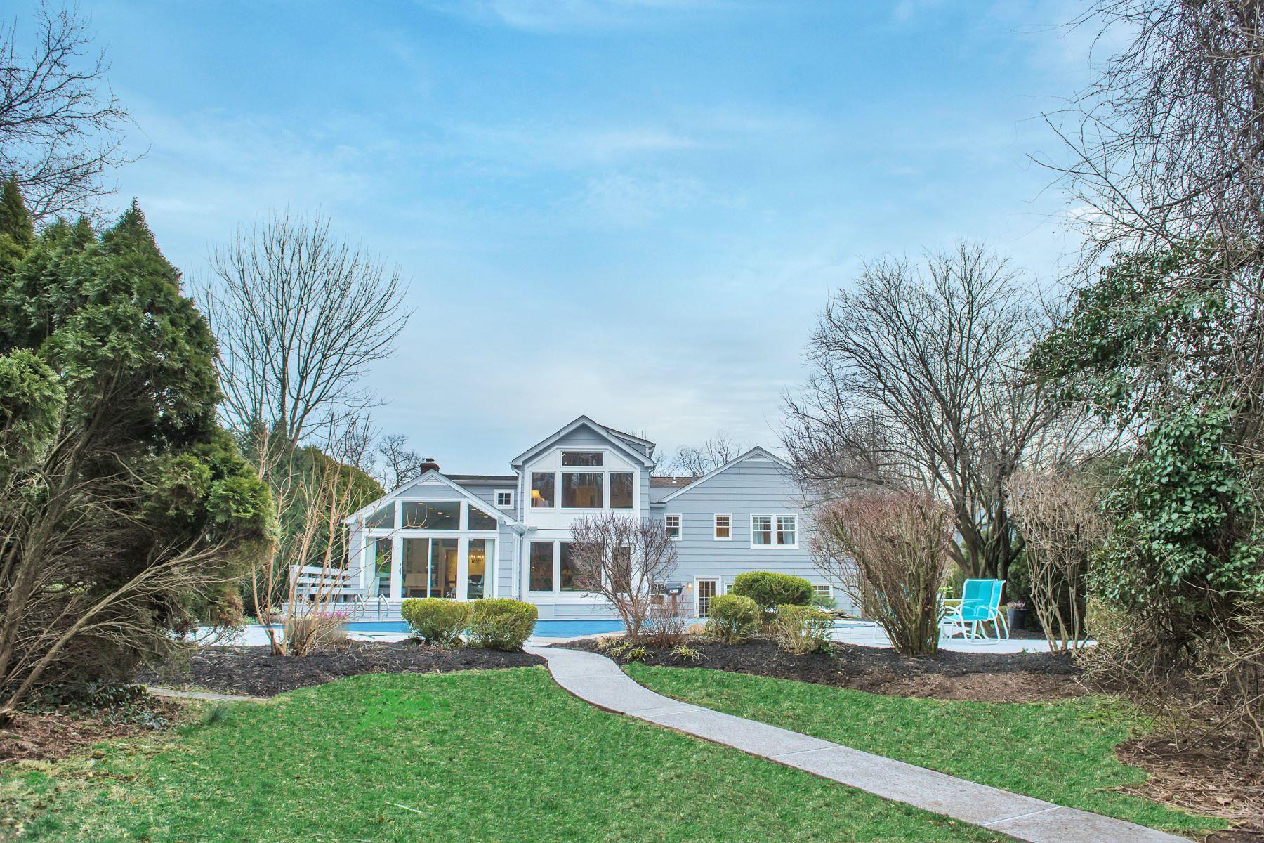 Maison unifamiliale pour l Vente à Sun-filled gem located a few blocks to everything. 81 Hillside Avenue Short Hills, New Jersey 07078 États-Unis