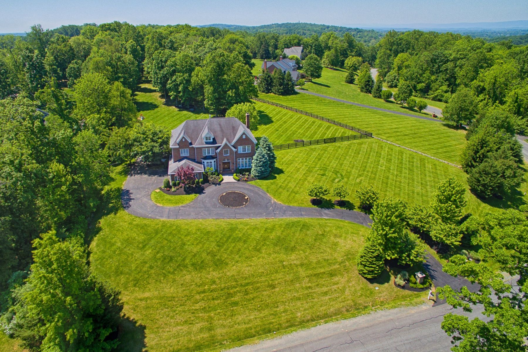 Single Family Home for Sale at Elegant Country Estate 40425 Beacon Hill Drive, Leesburg, 20176 Leesburg, Virginia, 20176 United States