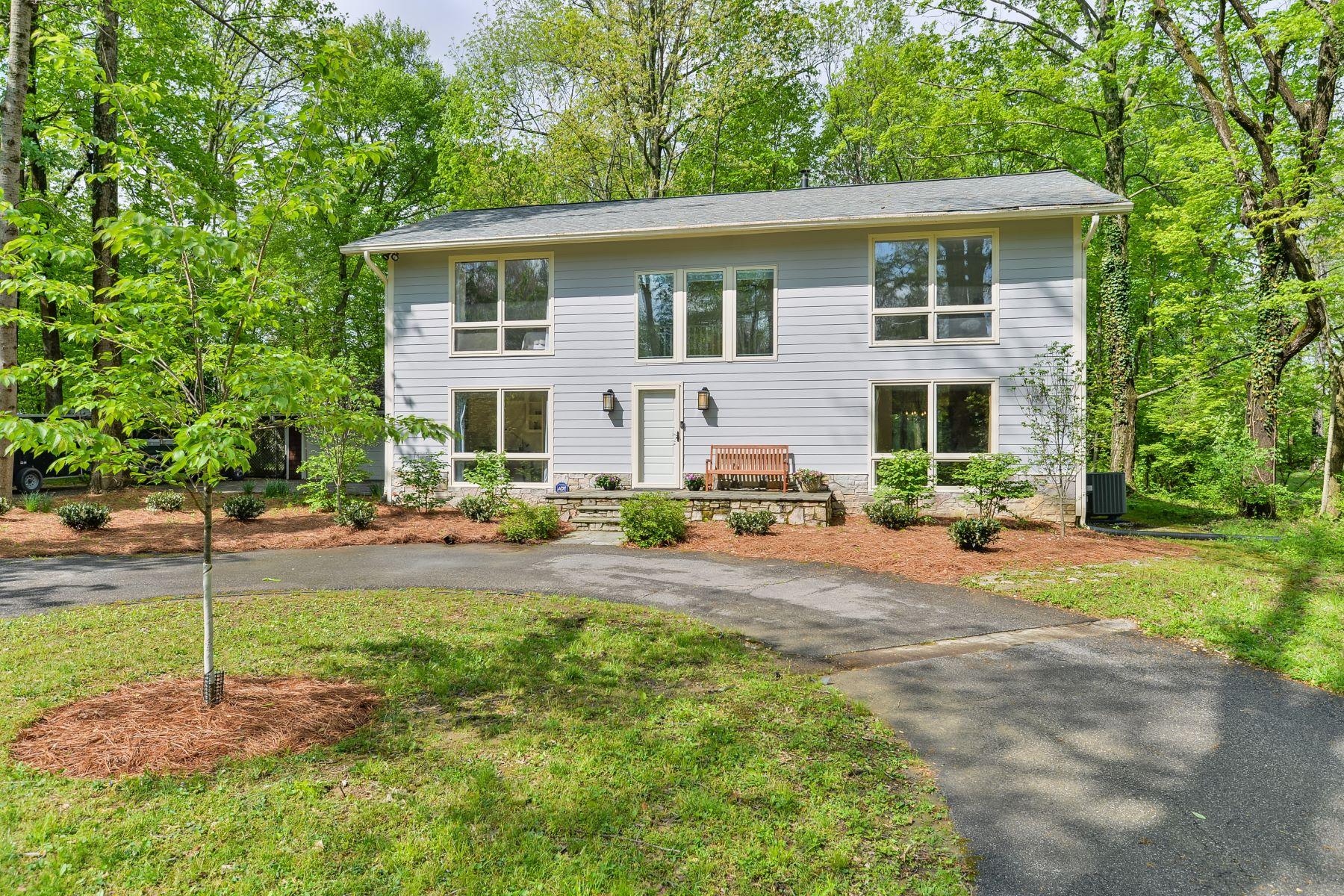 Частный односемейный дом для того Продажа на 800 Surrey Lane Anchorage, Кентукки 40223 Соединенные Штаты