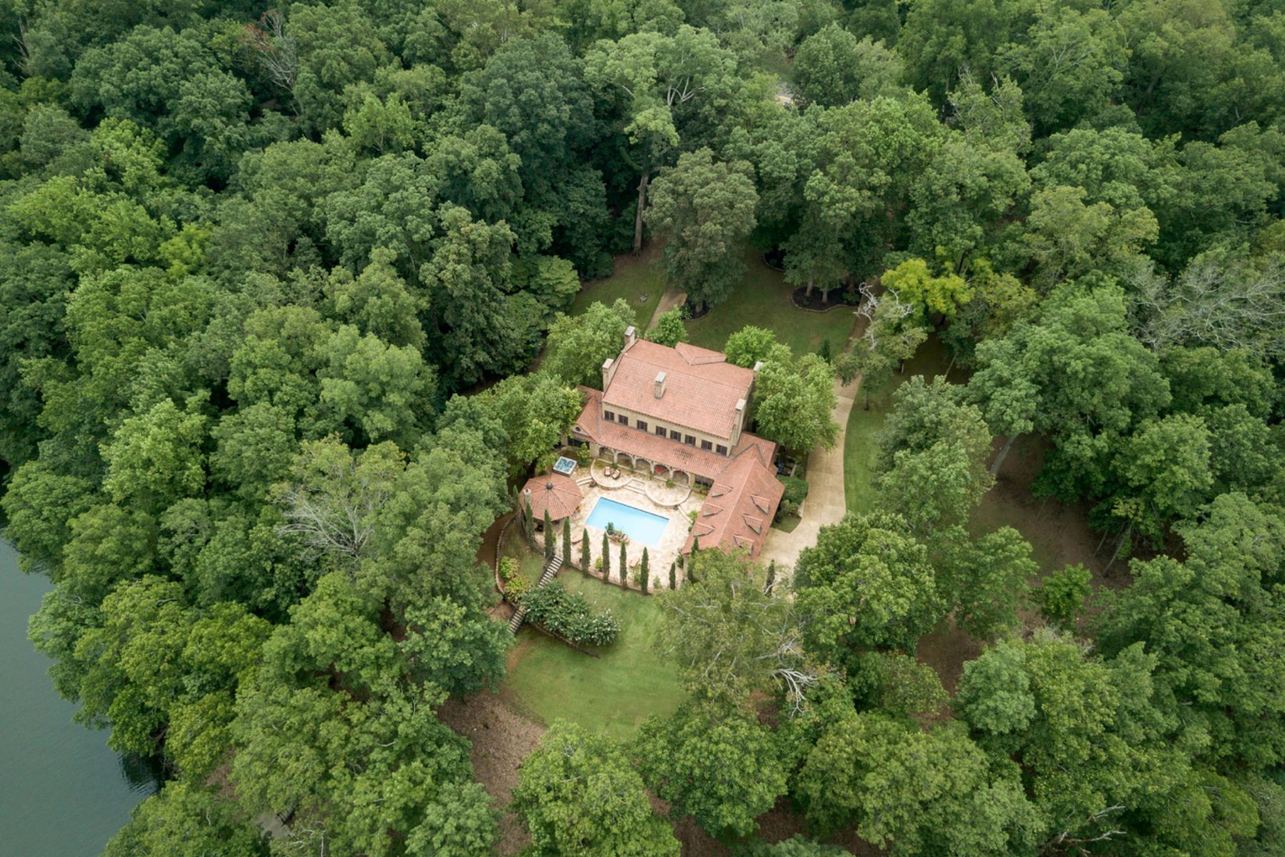 Single Family Homes por un Venta en 741 3 Point Rd Muscle Shoals, Alabama 35661 Estados Unidos