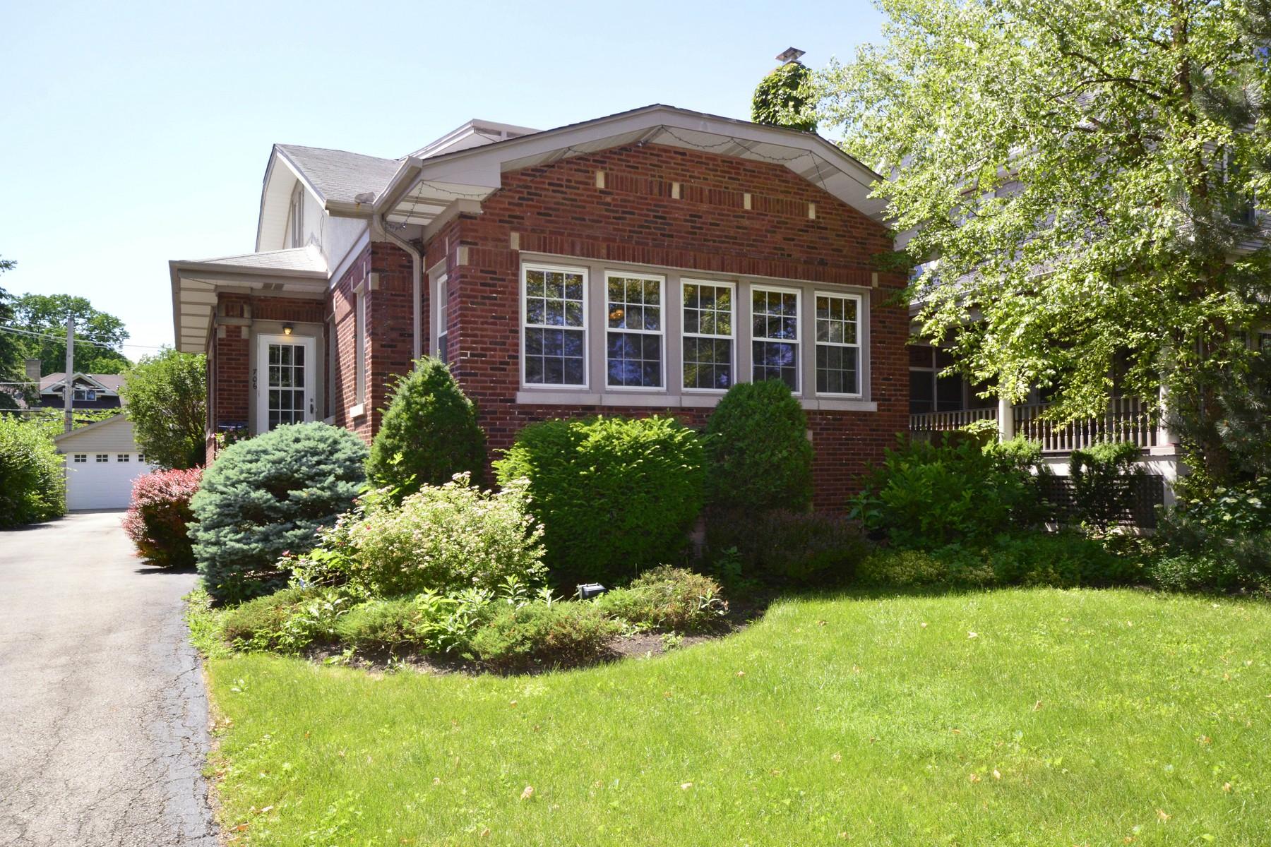 Maison unifamiliale pour l Vente à Beautiful River Forest Home 706 Ashland Avenue River Forest, Illinois, 60305 États-Unis