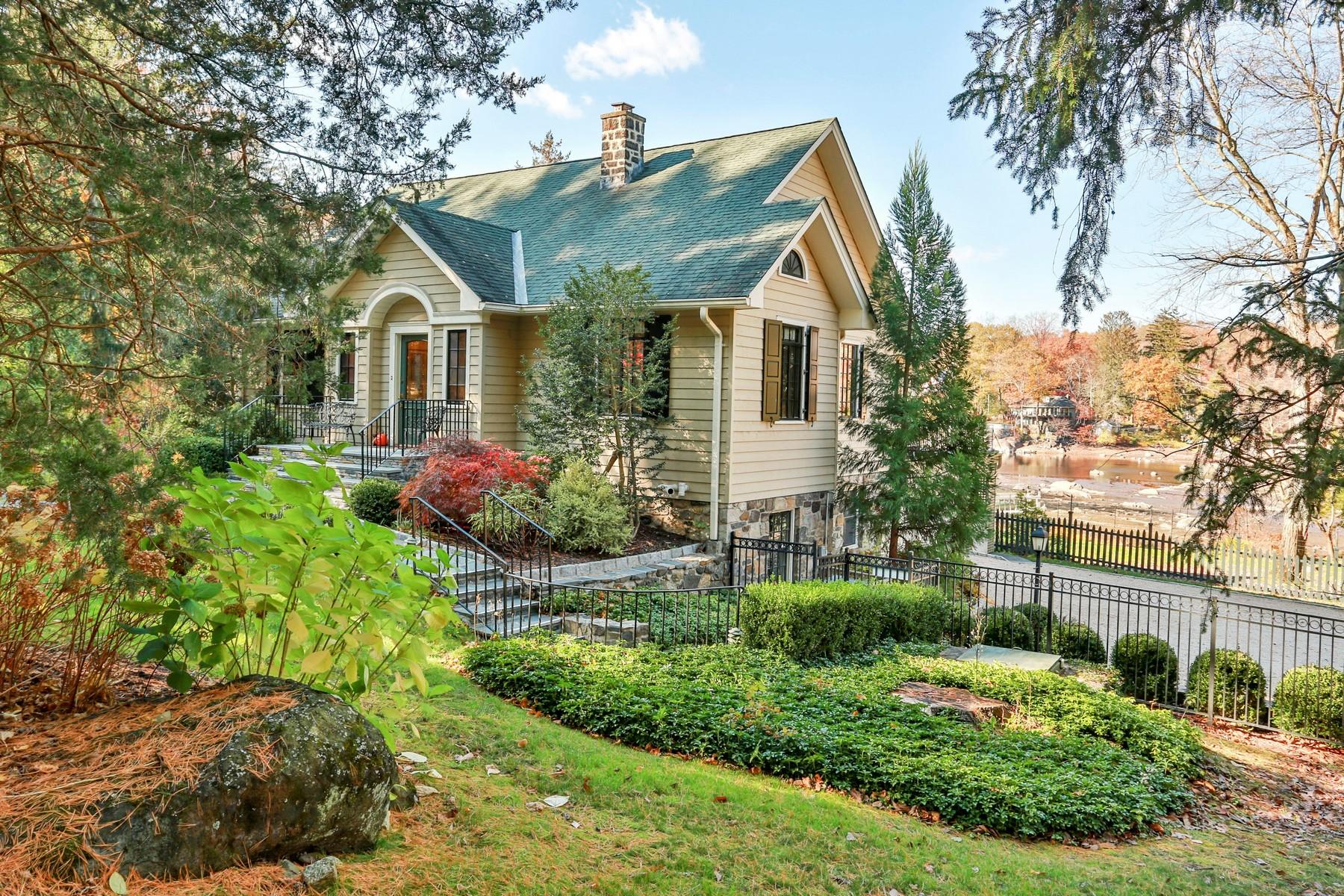 Single Family Homes für Verkauf beim Restrained Elegance and Classic Design 25 Brook Lane, Cortlandt Manor, New York 10567 Vereinigte Staaten