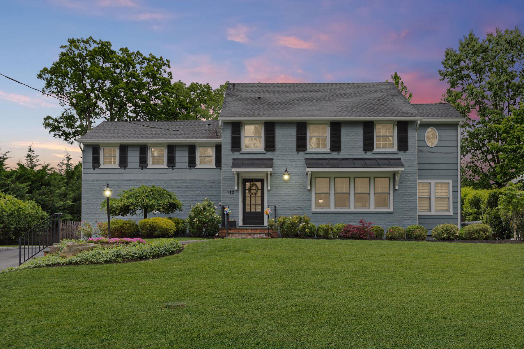 Single Family Homes pour l Vente à Amazing Updated Home 112 Vinton Circle, Fanwood, New Jersey 07023 États-Unis