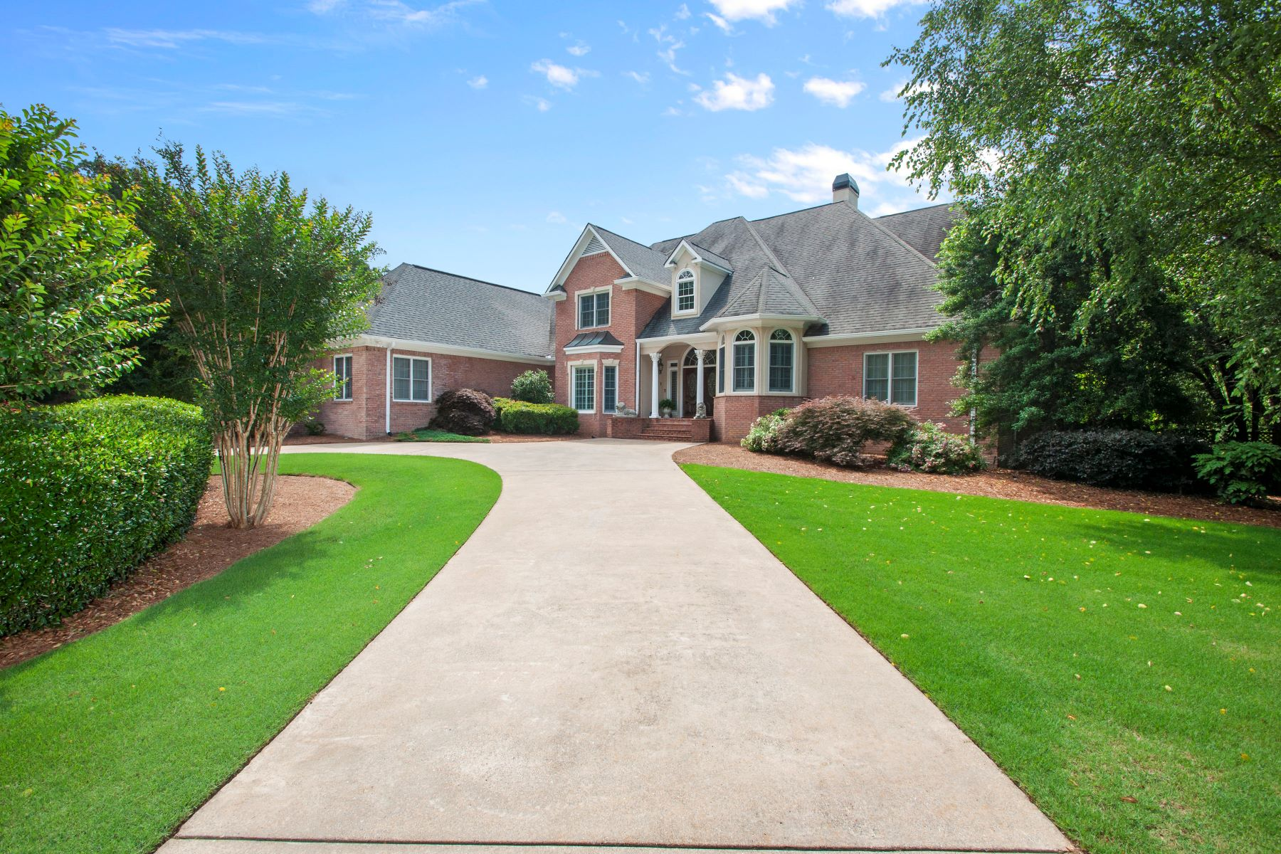 Villa per Vendita alle ore Showcase Home In The Waterford 483 Waterford Drive Cartersville, Georgia 30120 Stati Uniti