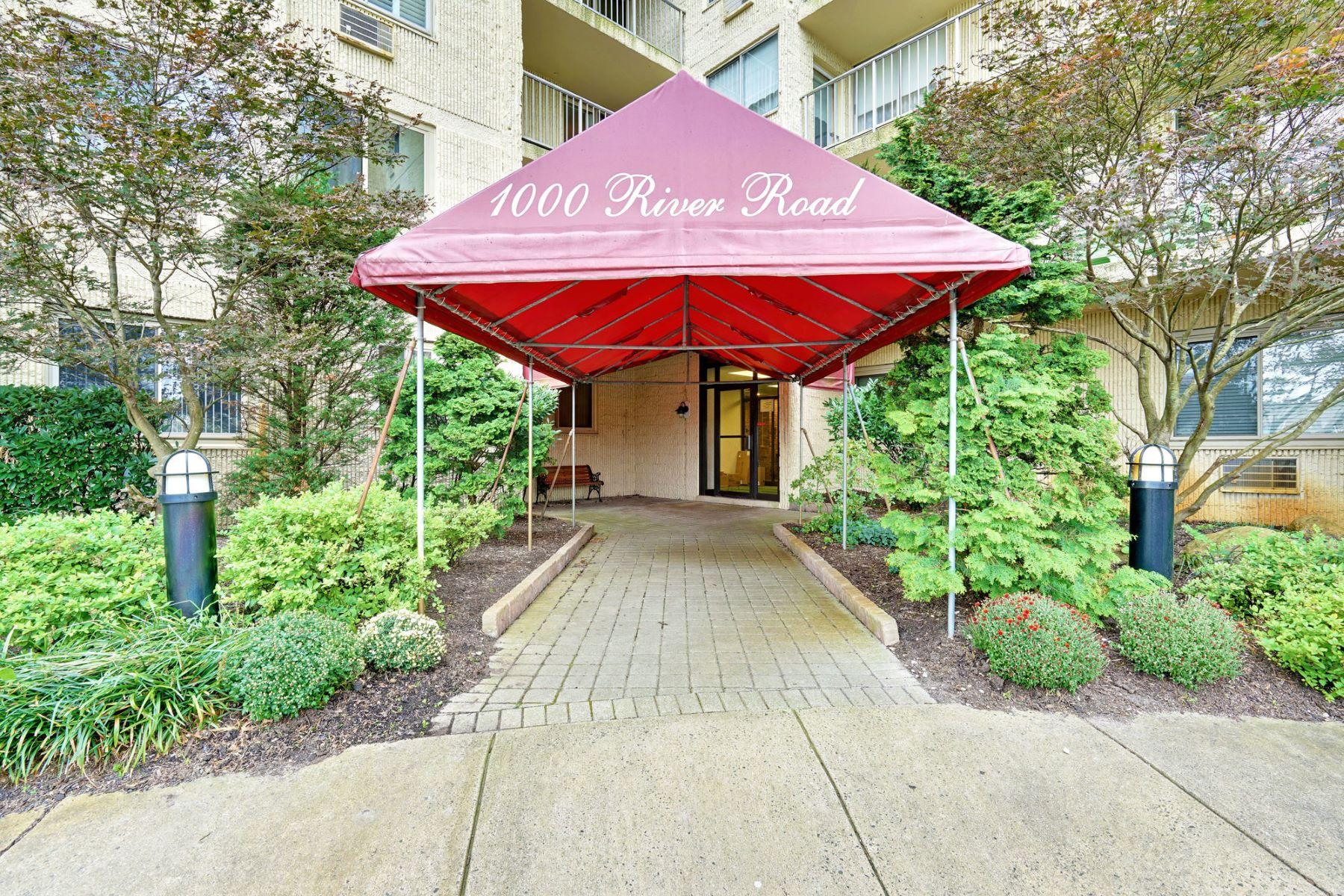 Condominiums por un Venta en Wake Up to an Ocean View 1000 River Road 8L Belmar, Nueva Jersey 07719 Estados Unidos