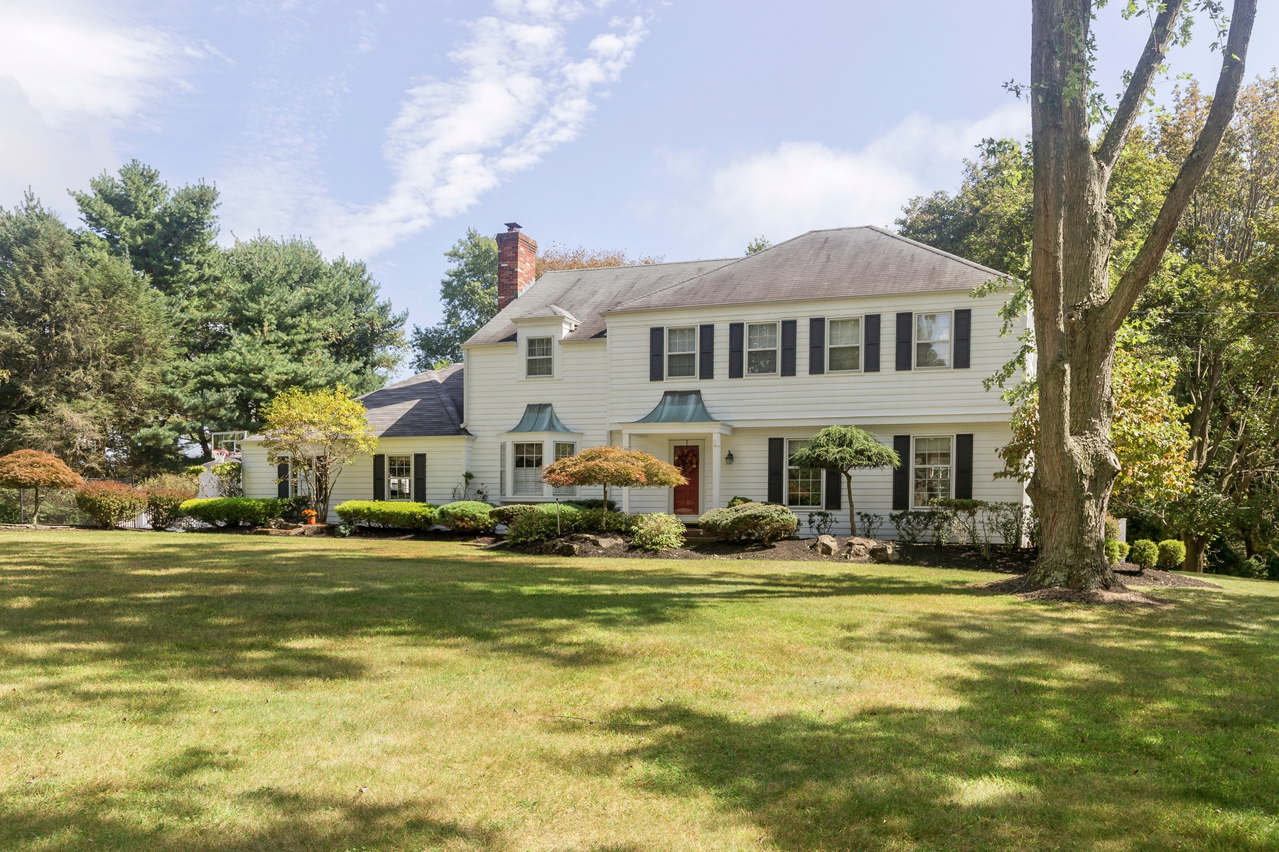 واحد منزل الأسرة للـ Sale في Clover Hill Colonial 33 Ridge Road, Colts Neck, New Jersey, 07722 United States