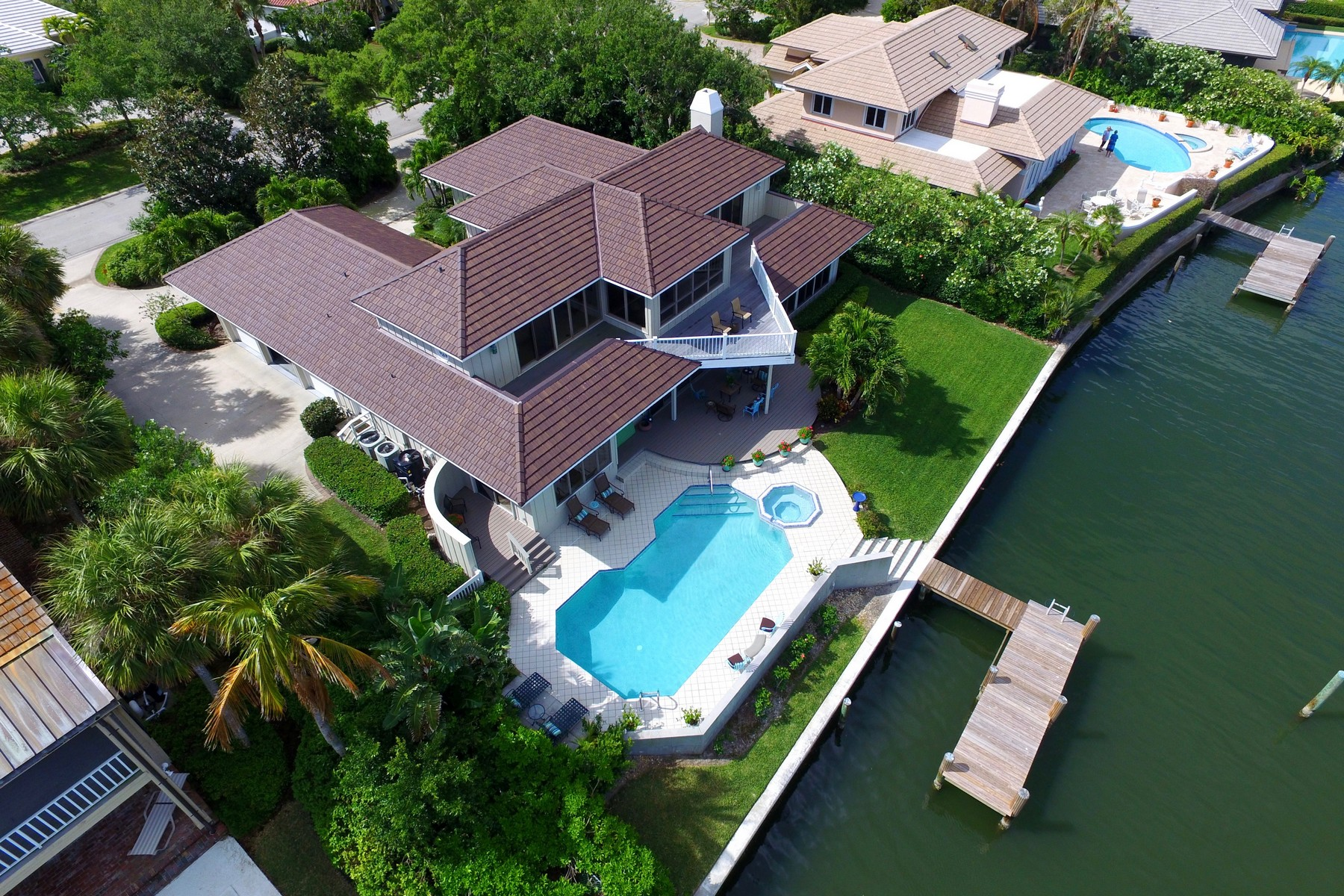 Villa per Vendita alle ore Outstanding Two Story Pool Home on the River 155 Anchor Drive Vero Beach, Florida 32963 Stati Uniti